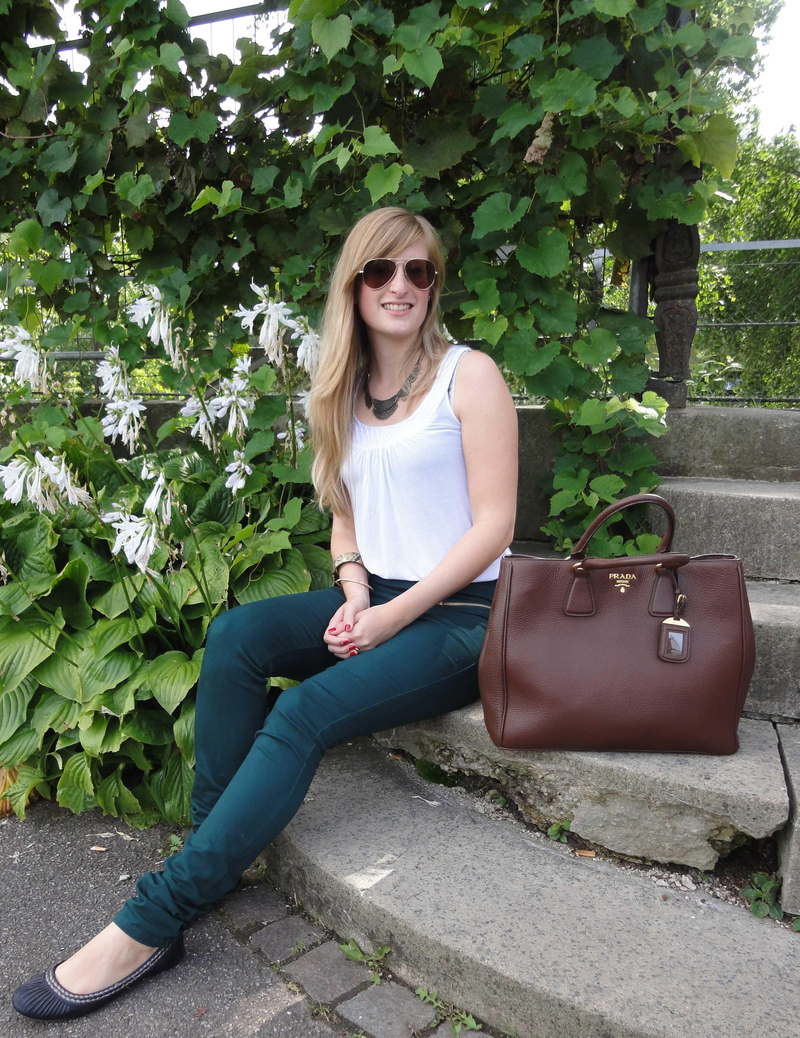 High Waist Trousers High Waist Hose kombinieren Grün Stuttgart Zoo Modeblog Outfit Sonntag Prada braun 3