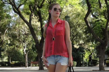 Pink Blouse Streestyle Outfit Jeanshotpants Hollister Athens Athen Griechenland Modeblog Sightseeing Look