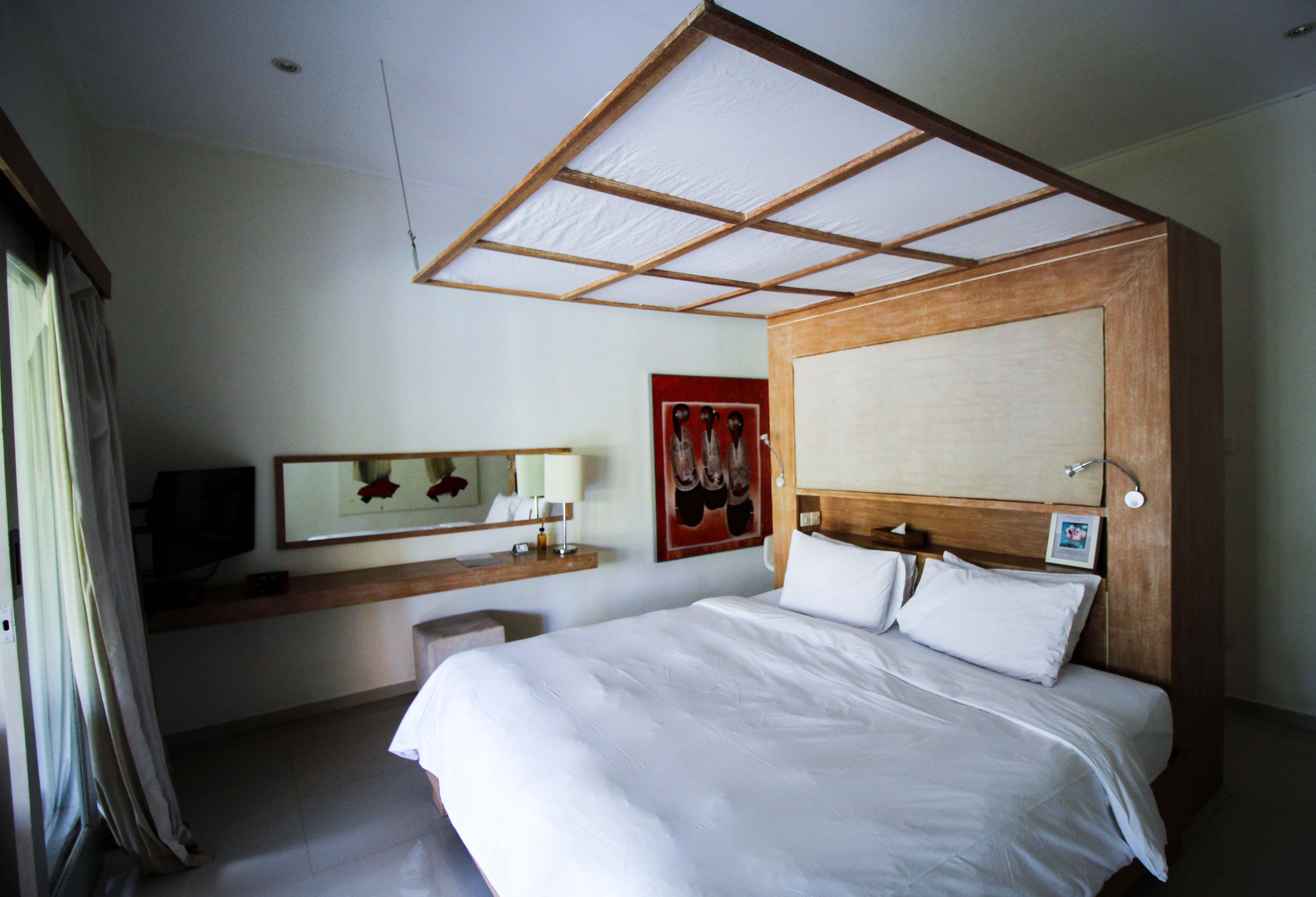 Sahana Villas Seminyak Poolvilla 3 Bedroom Seminyak Bali Luxusvilla mieten Schlafzimmer Reiseblogger 2