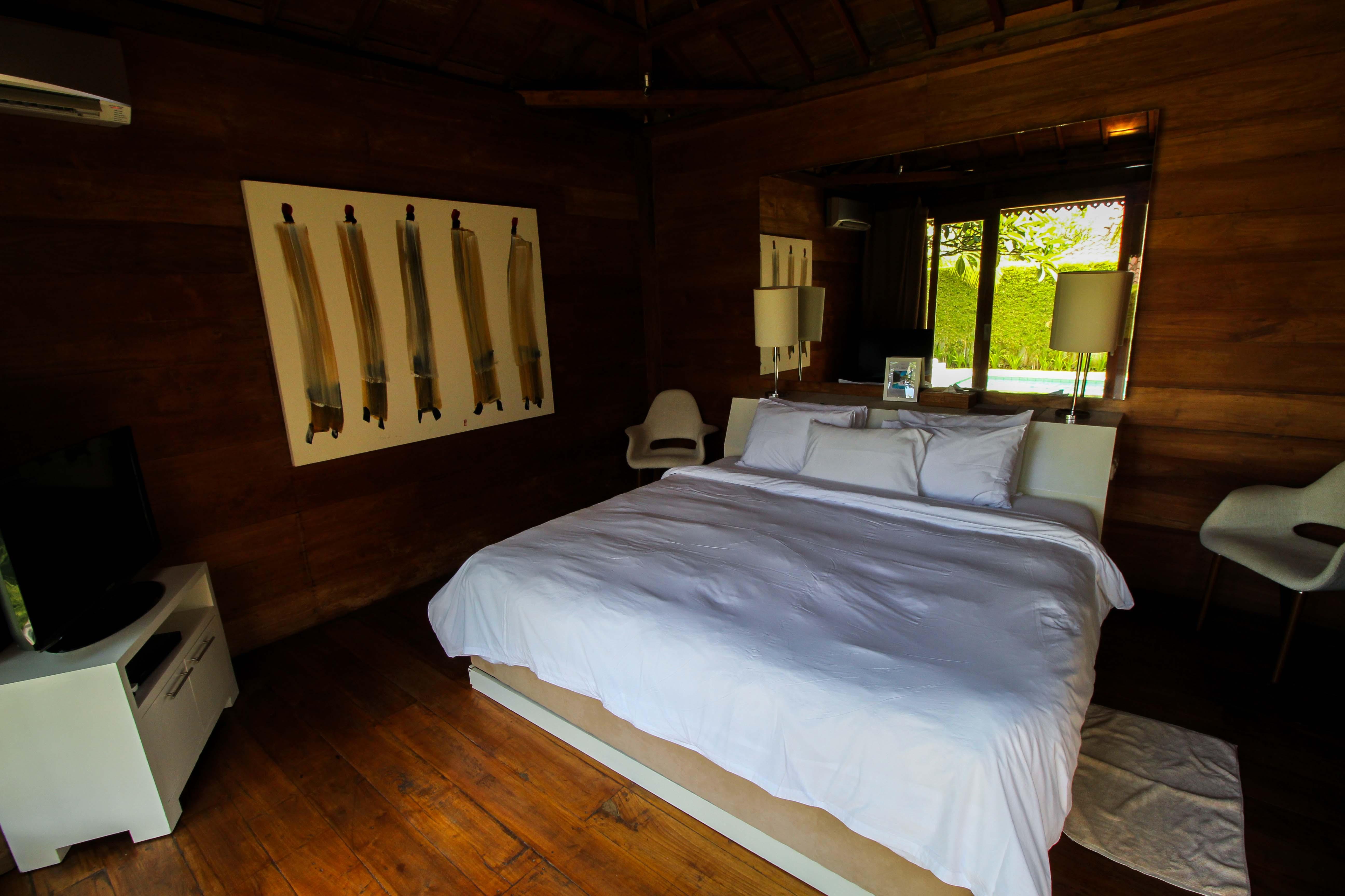 Sahana Villas Seminyak Poolvilla 3 Bedroom Seminyak Bali Luxusvilla mieten Schlafzimmer Reiseblogger