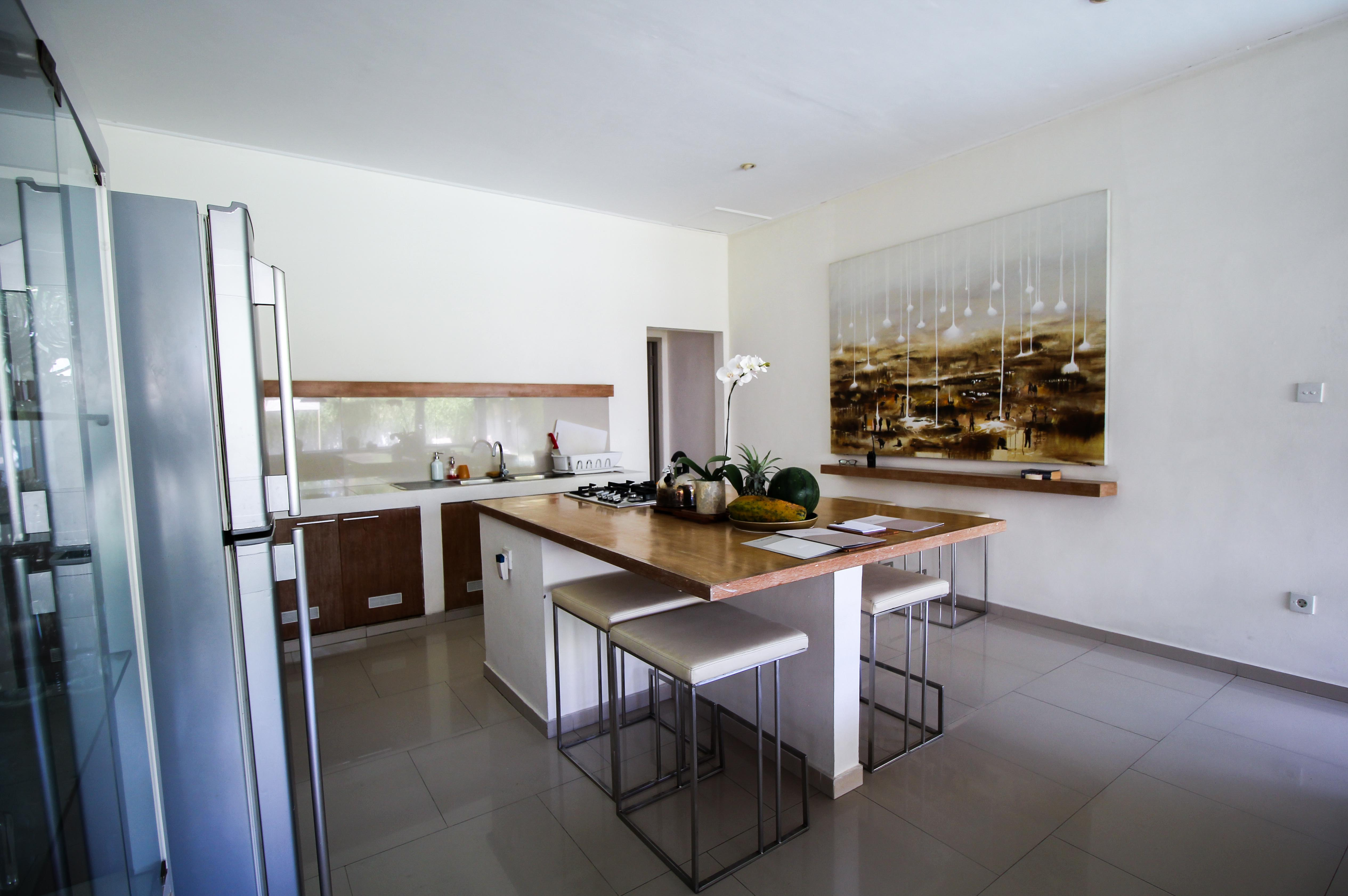Sahana Villas Seminyak Poolvilla 3 Bedroom Seminyak Bali Luxusvilla mieten moderne Küche Reiseblogger