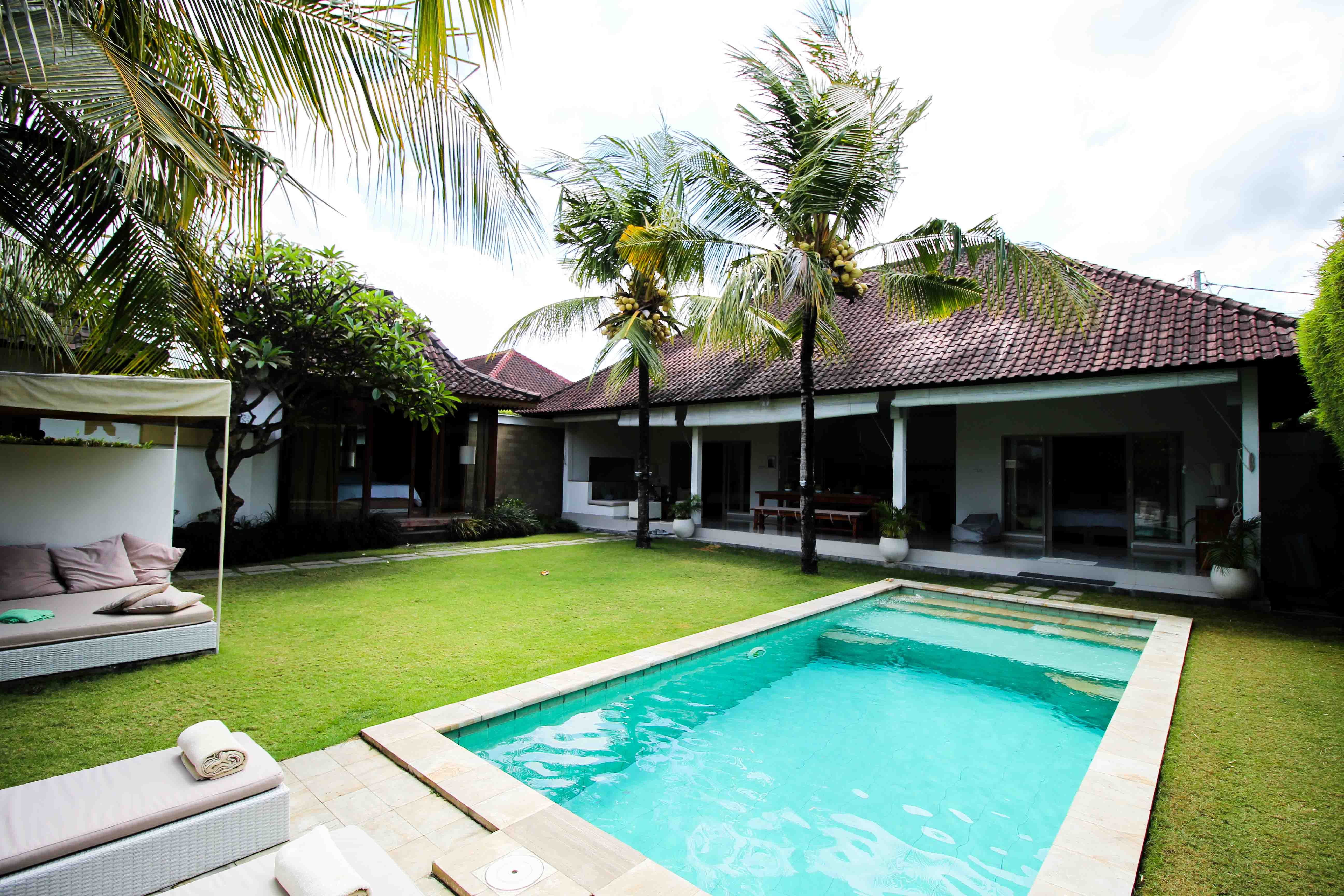 Sahana Villas Seminyak Poolvilla 3 Bedroom Seminyak Bali Luxusvilla mieten privater Pool Reiseblogger