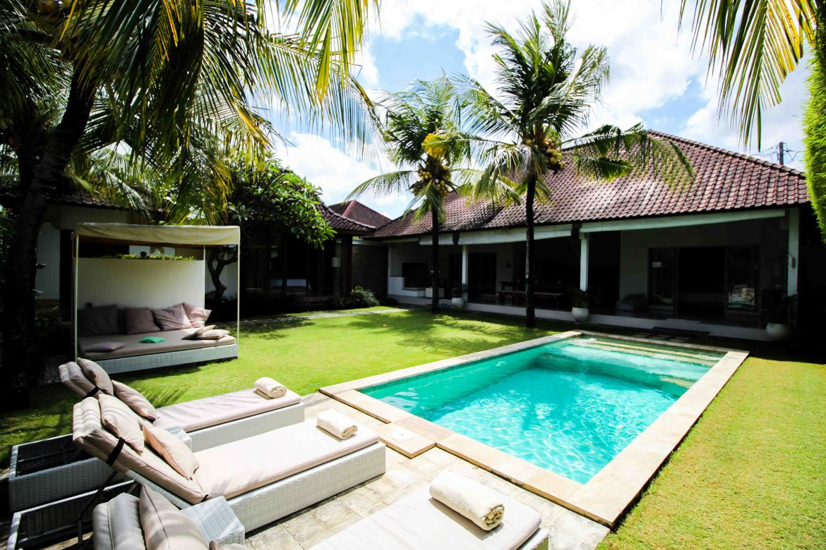 sahana villas in seminyak moderne luxusvilla auf bali. Black Bedroom Furniture Sets. Home Design Ideas