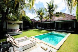 Sahana Villas Seminyak Poolvilla 3 Bedroom Seminyak Bali Luxusvilla mieten privater Pool Reiseblogger 2
