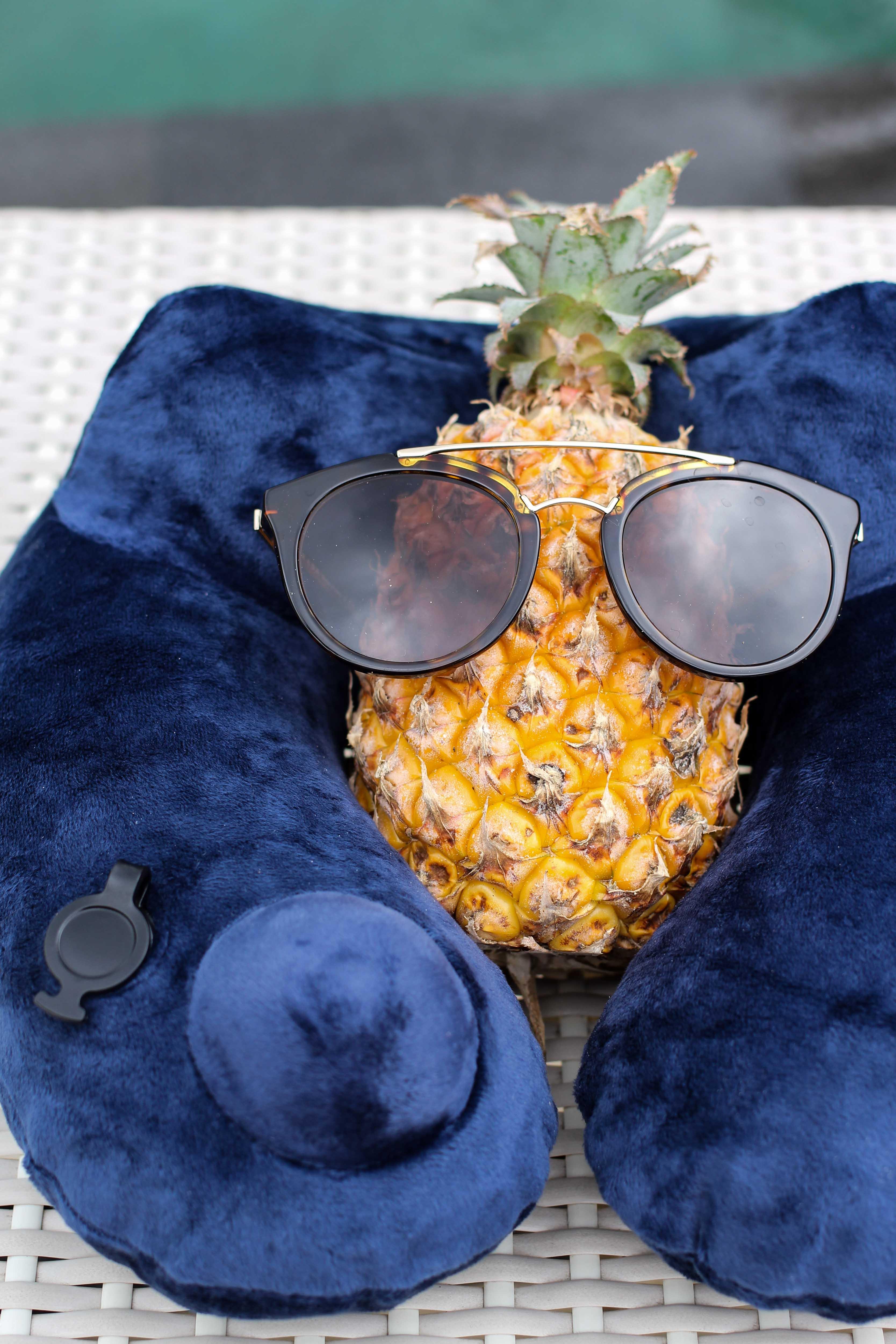 aufblasbare Nackenrolle Nackenkissen Tipps fürs Handgepäck bei Flugreisen Reiseblog BrinisFashionBook 2