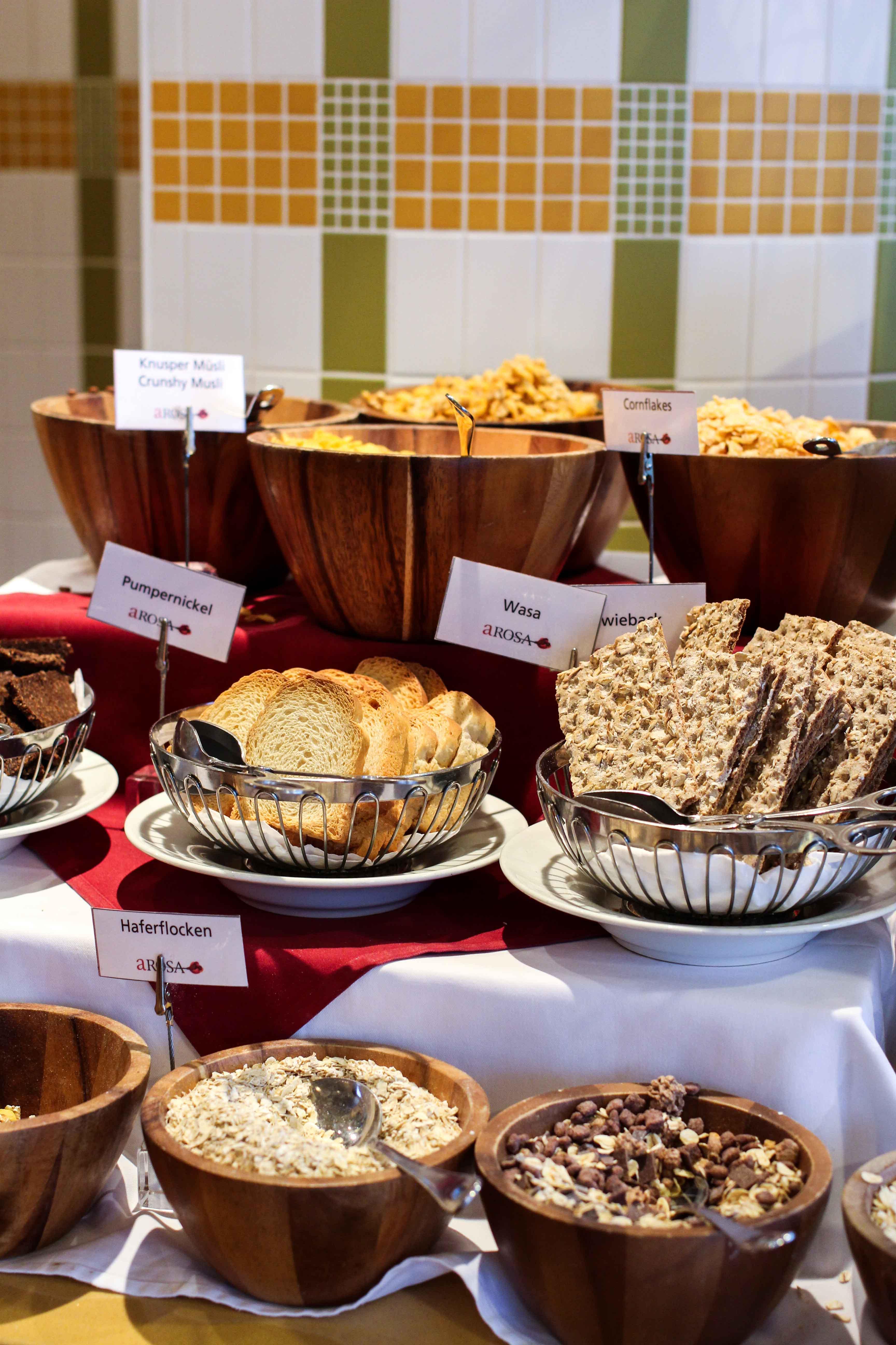 Buffet Früchte Frühstück Flusskreuzfahrt A-ROSA SILVA Kreuzfahrtschiff Rhein Erlebnis Kurs Amsterdam Erfahrung Flusskreuzfahrt Reiseblog