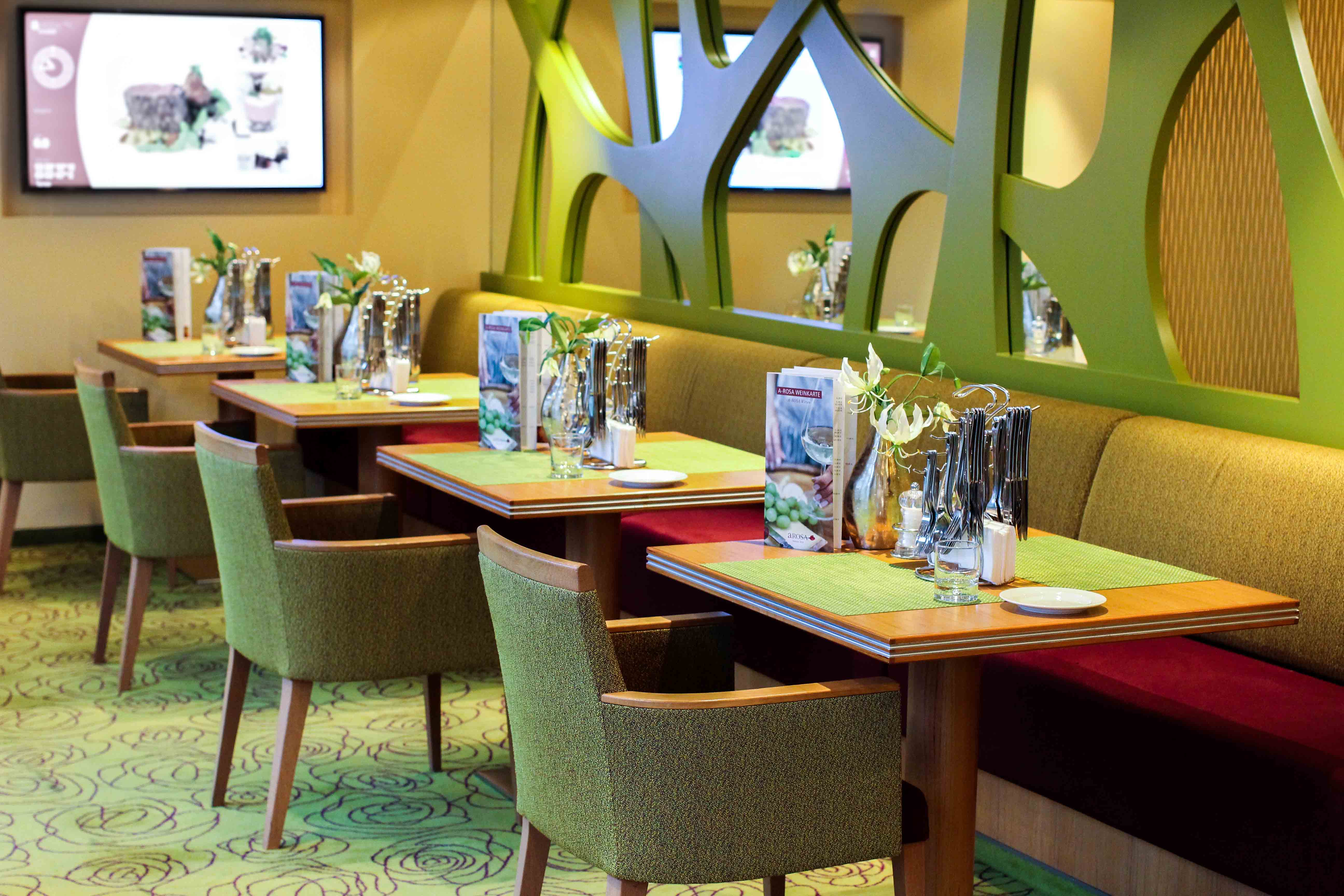 Buffet Restaurant Dinner Flusskreuzfahrt A-ROSA SILVA Kreuzfahrtschiff Rhein Erlebnis Kurs Amsterdam Erfahrung Flusskreuzfahrt Reiseblog