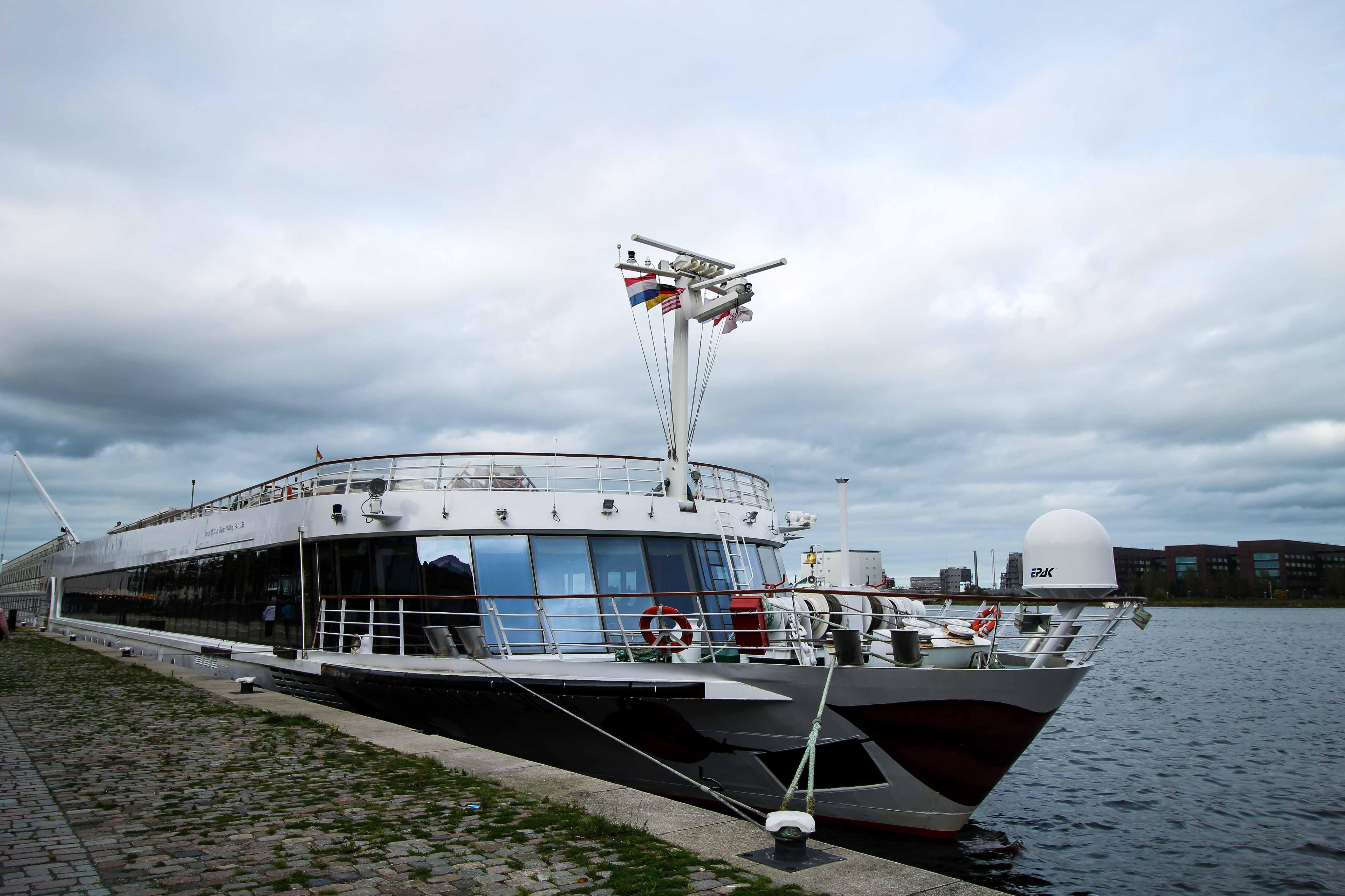 Flusskreuzfahrt A-ROSA SILVA Kreuzfahrtschiff Rhein Erlebnis Kurs Amsterdam Erfahrung Roterdam Flusskreuzfahrt Reiseblog