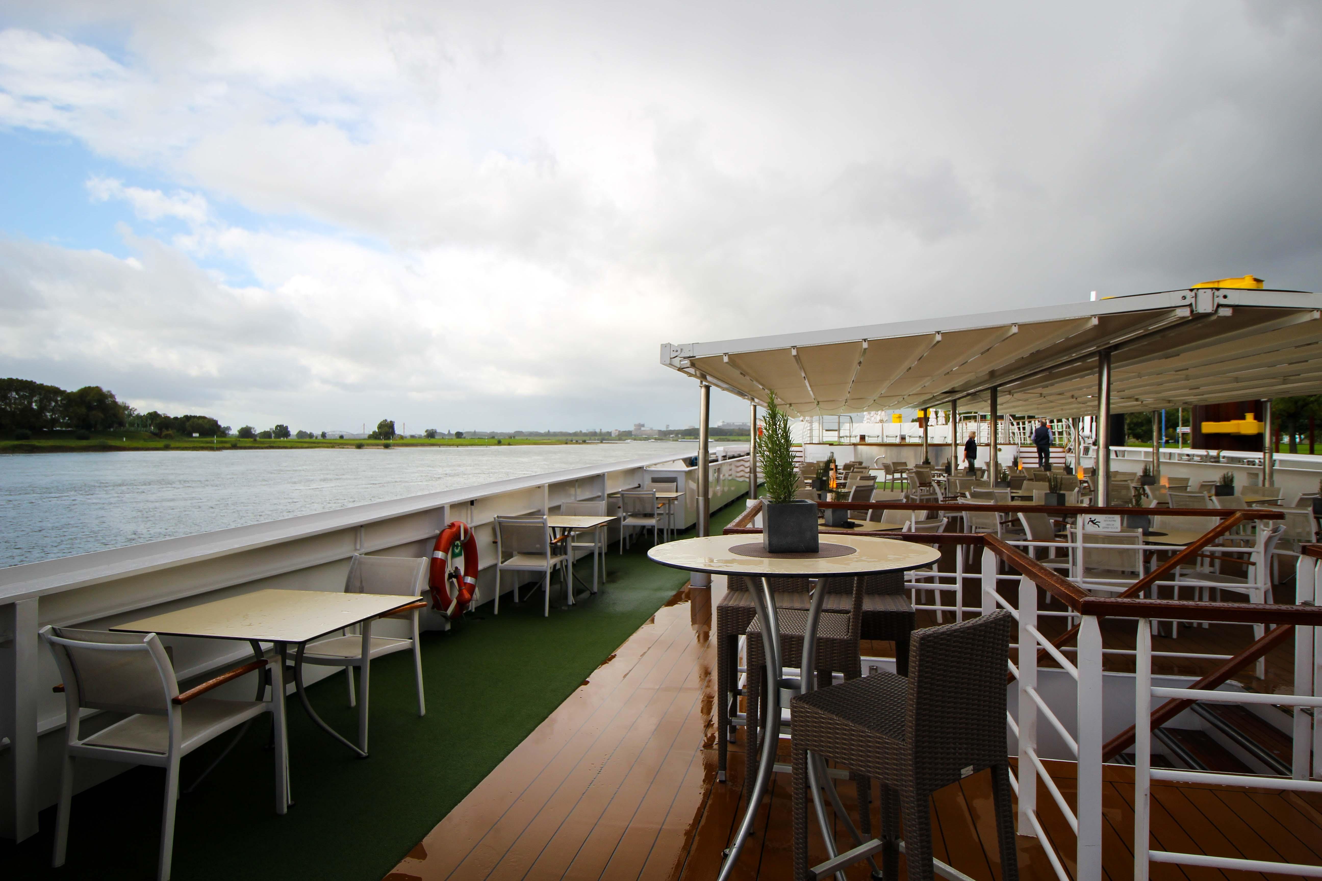 Flusskreuzfahrt A-ROSA SILVA Kreuzfahrtschiff Rhein Erlebnis Kurs Amsterdam Sonnendeck Flusskreuzfahrt Reiseblog
