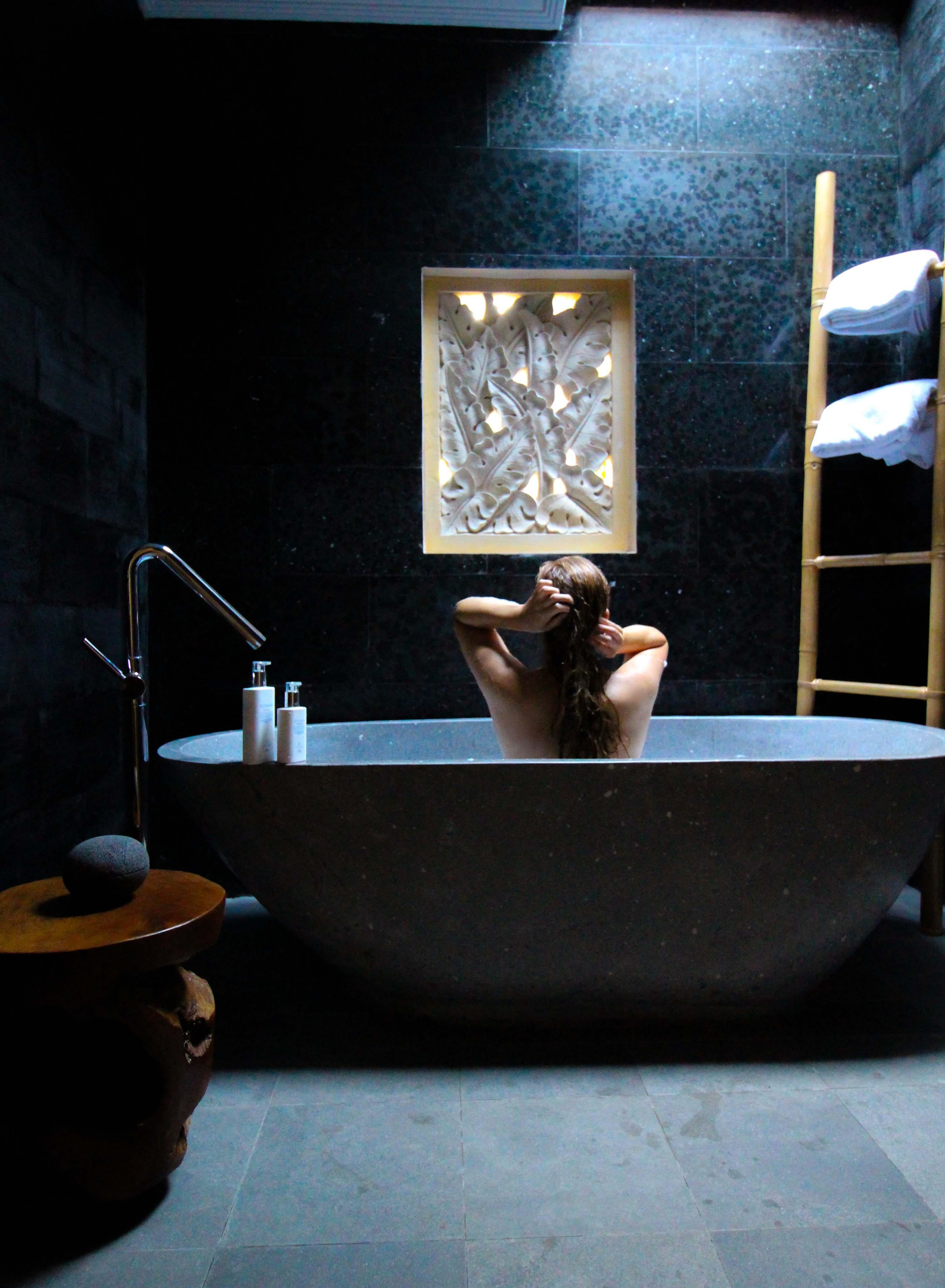Haarpflege Halier Fortesse Shampoo Conditioner Test gesundes kräftiges Haar Beauty Blog Bali freistehende Badewanne