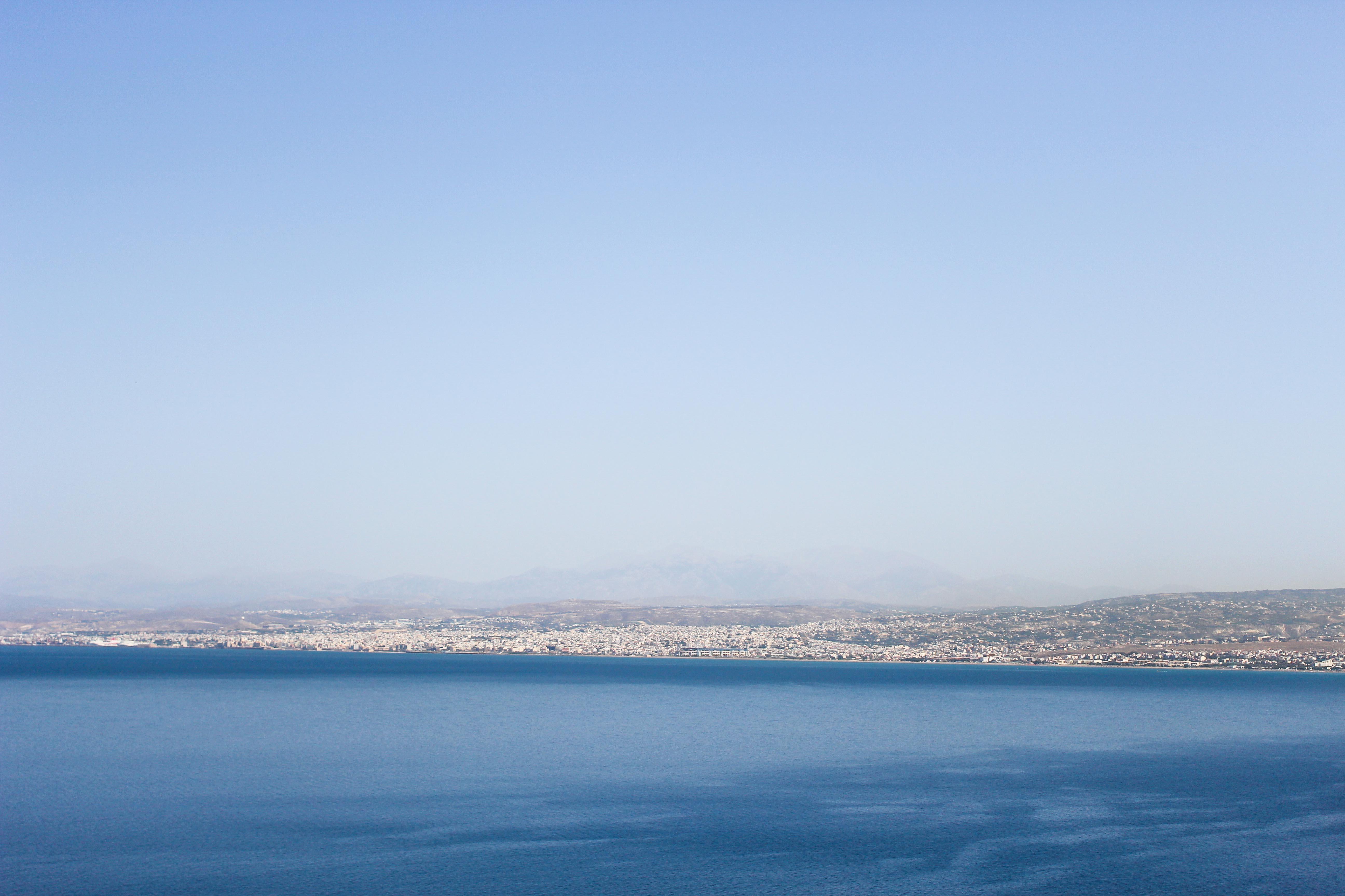 Top Kreta Sightseeing Kreta Sehenswürdigkeiten für einen Tagesausflug Meer Klippe Ausflug Mietwagen Blick auf Heraklion