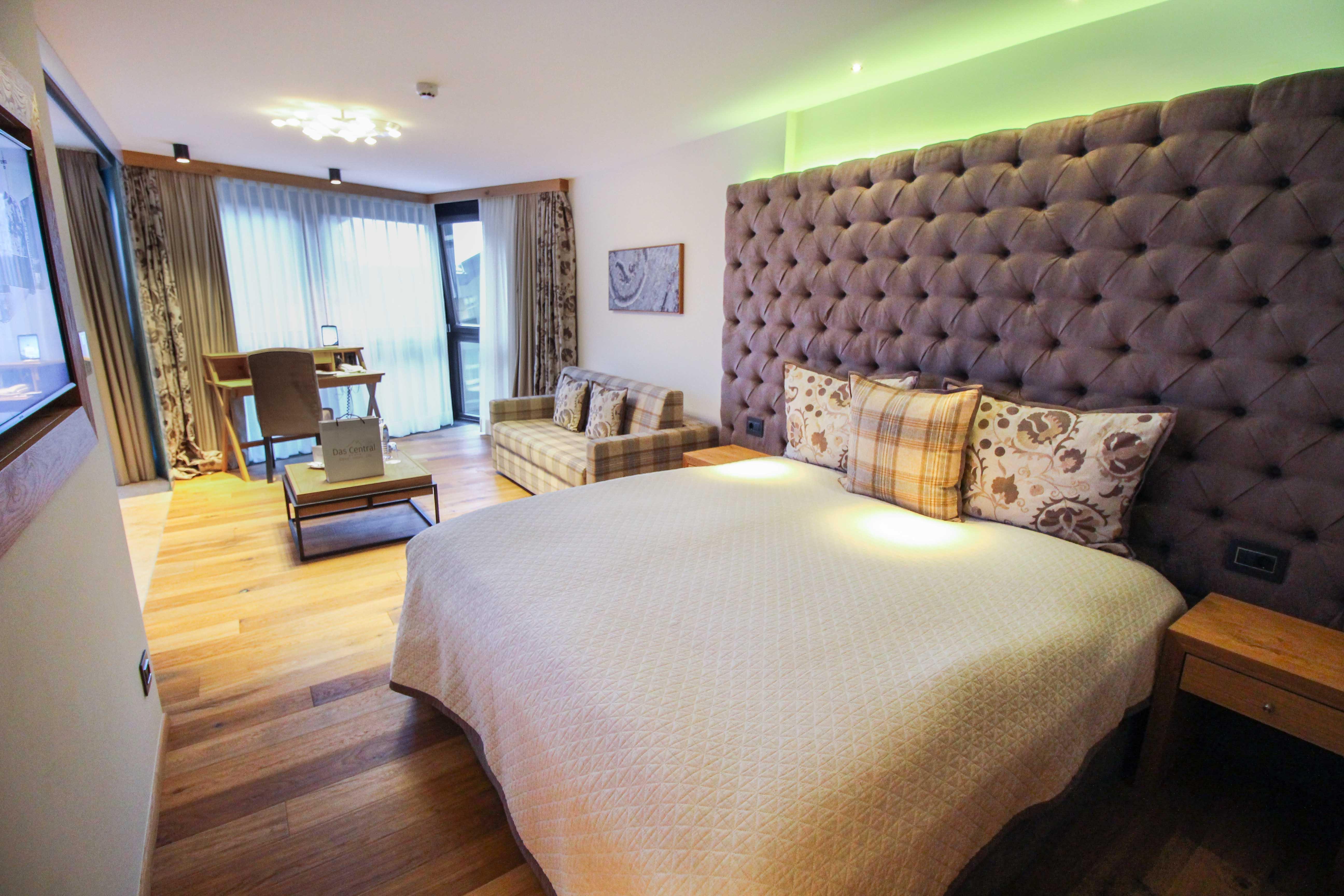 Das Central Sölden 5-Sterne Wellnesshotel Luxushotel Sölden Tirol Österreich Doppelzimmer Doppelbett