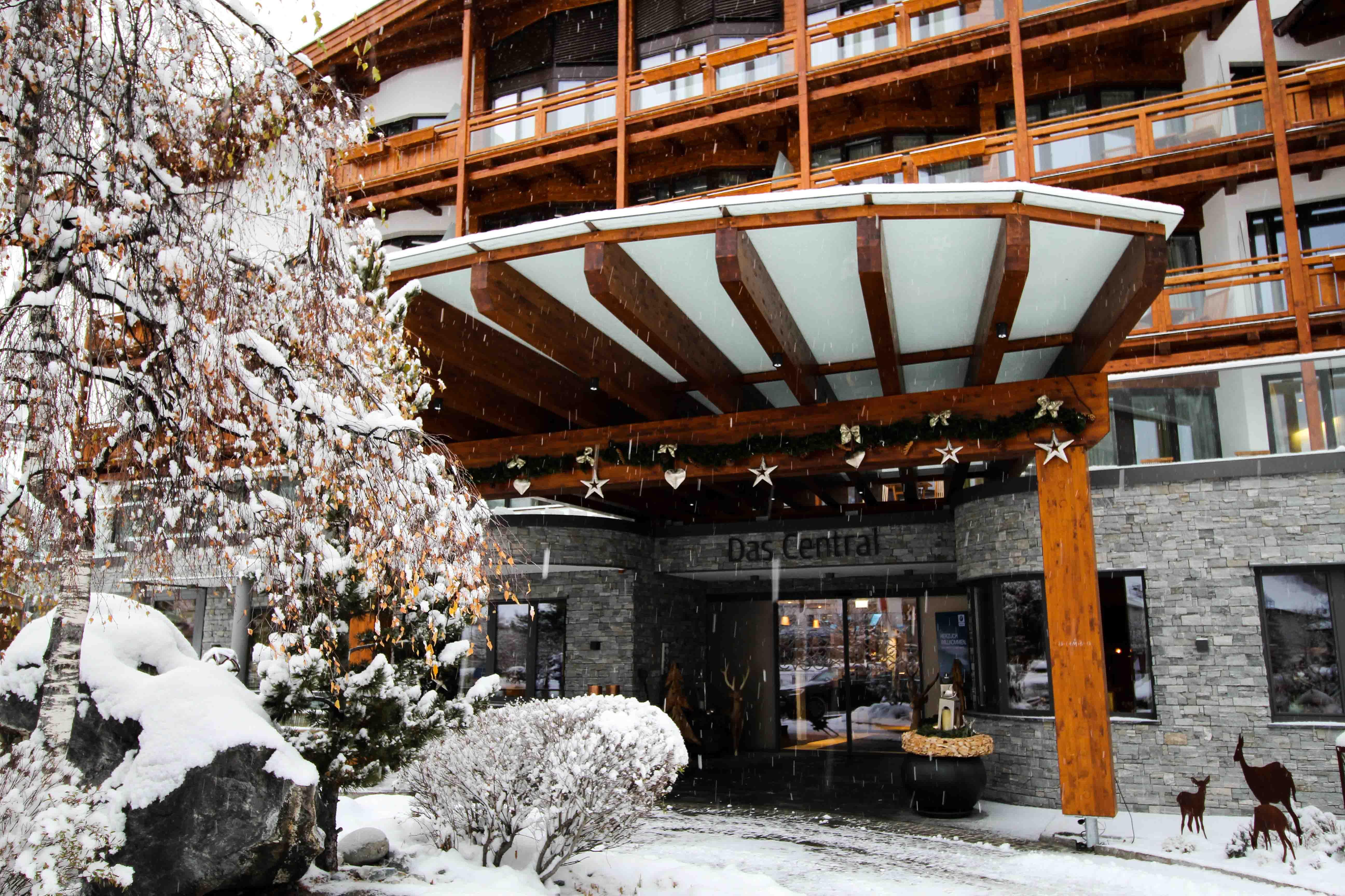Das Central Sölden 5-Sterne Wellnesshotel Luxushotel Sölden Tirol Österreich Schneelandschaft Winterurlaub Reiseblog