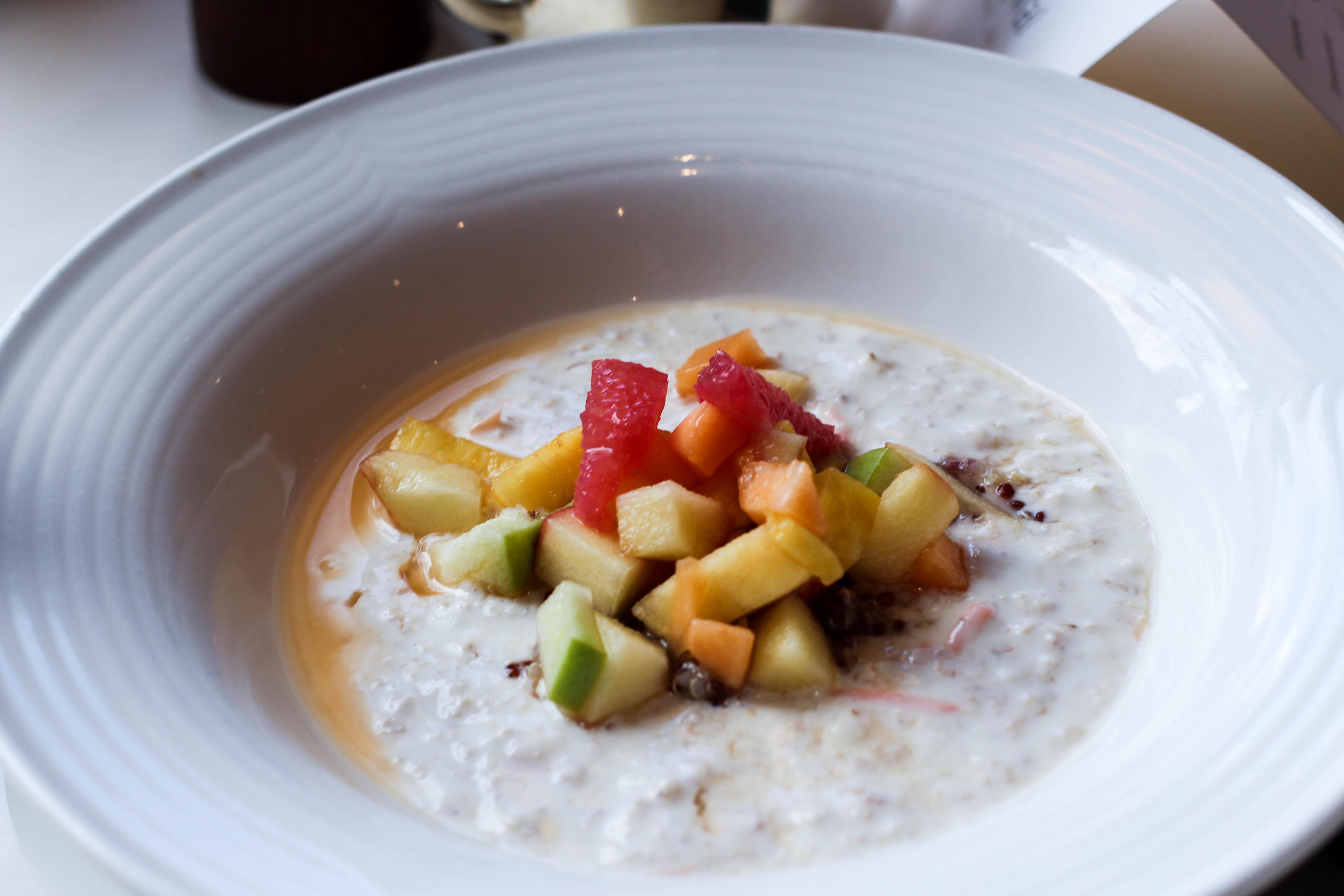 Frühstück Bircher Müsli Gourmethotel Das Central Sölden 5-Sterne Luxushotel Sölden Tirol Österreich Winterurlaub Reiseblog
