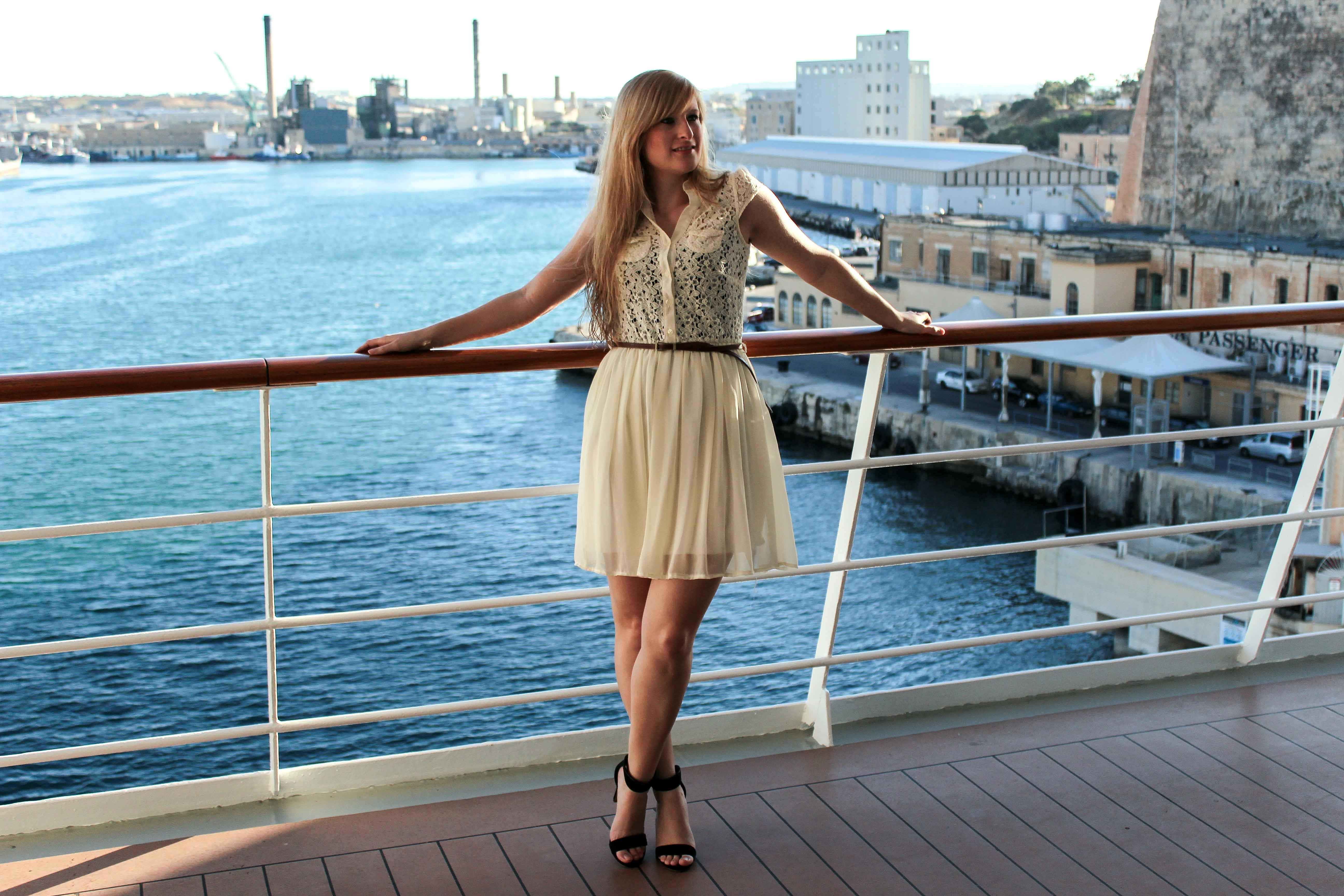 Outfit Kreuzfahrtdinner wichtigsten Kreuzfahrten Tipps Anfänger Reisegepäck was tragen Kreuzfahrt Abendessen Kapitänsdinner Kleid