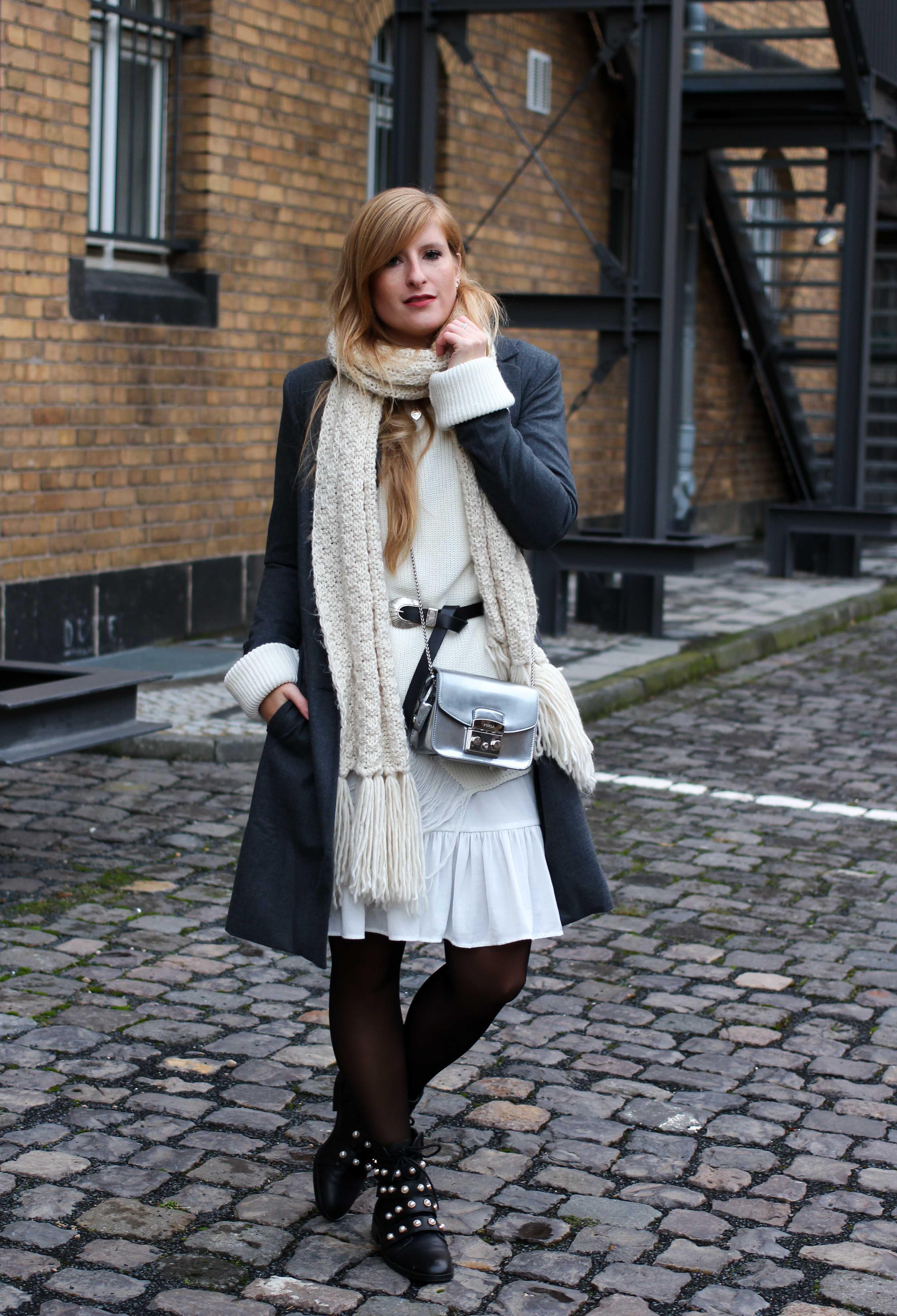 Winter-Layering weißes Kleid, Ripped Pullover Asos schwarze Strumpfhose Hunkemöller kombinieren Outfit Modeblog bonn 1