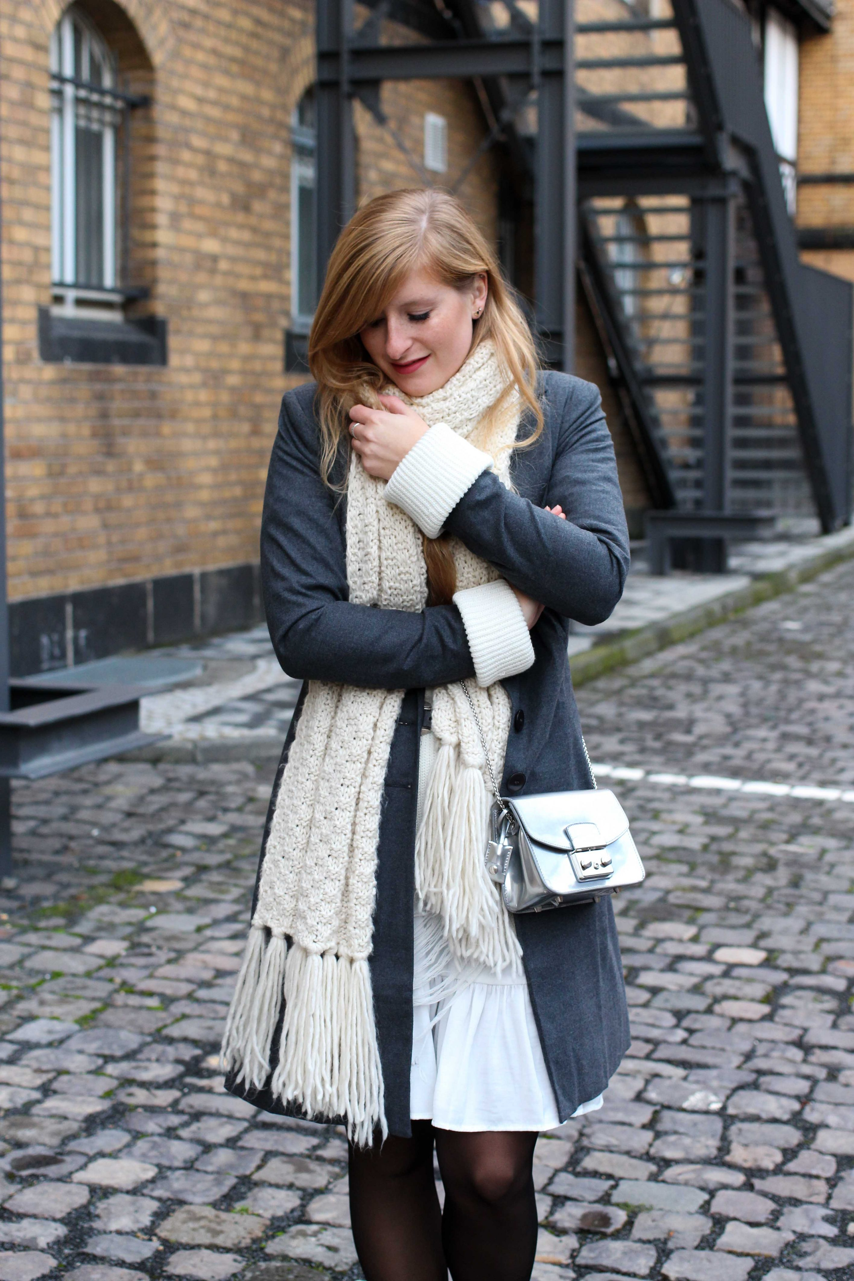 Winter-Layering weißes Kleid, Ripped Pullover Asos