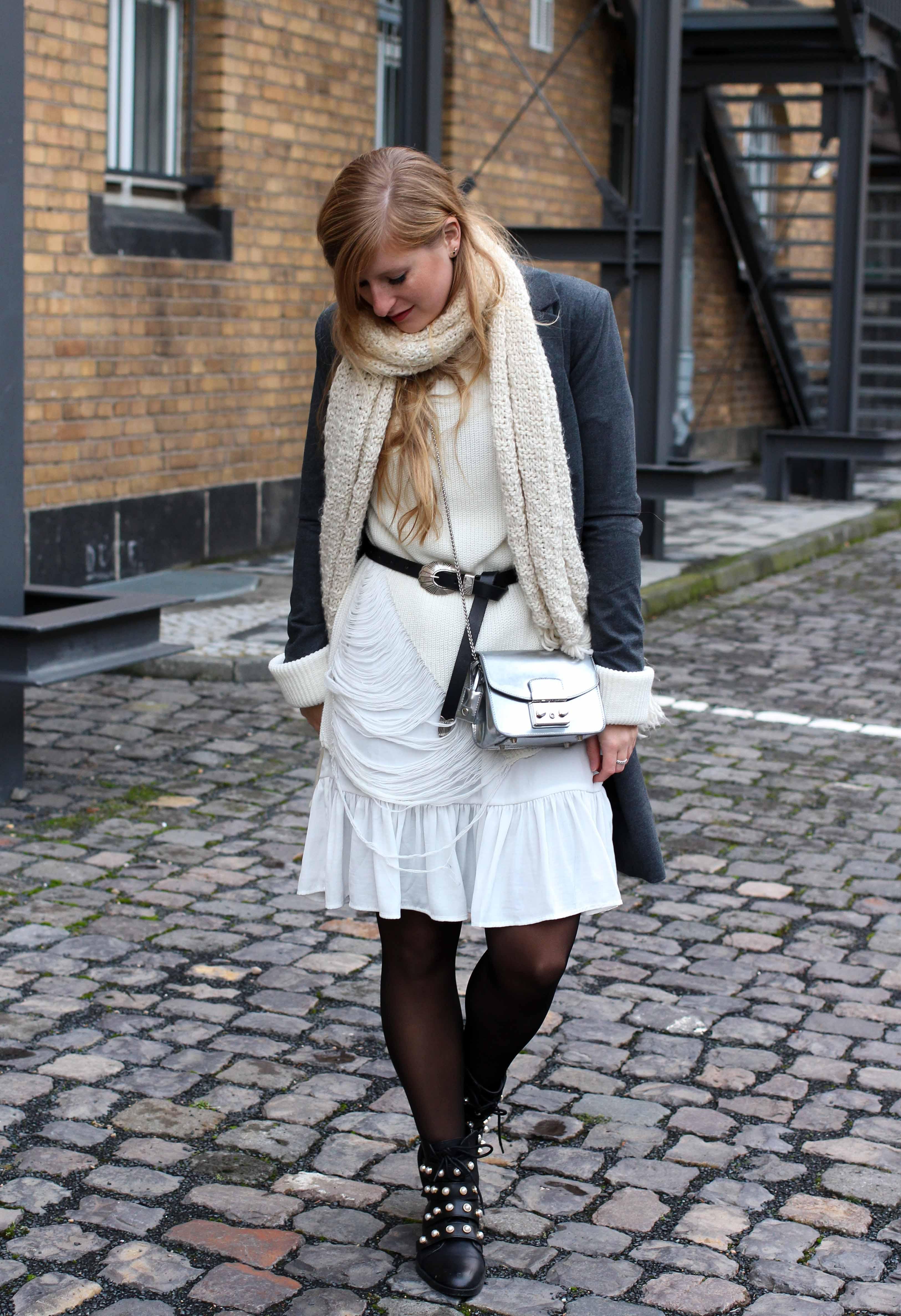 Winter-Layering weißes Kleid, Ripped Pullover Asos schwarze Strumpfhose Hunkemöller kombinieren Outfit Modeblog bonn 6