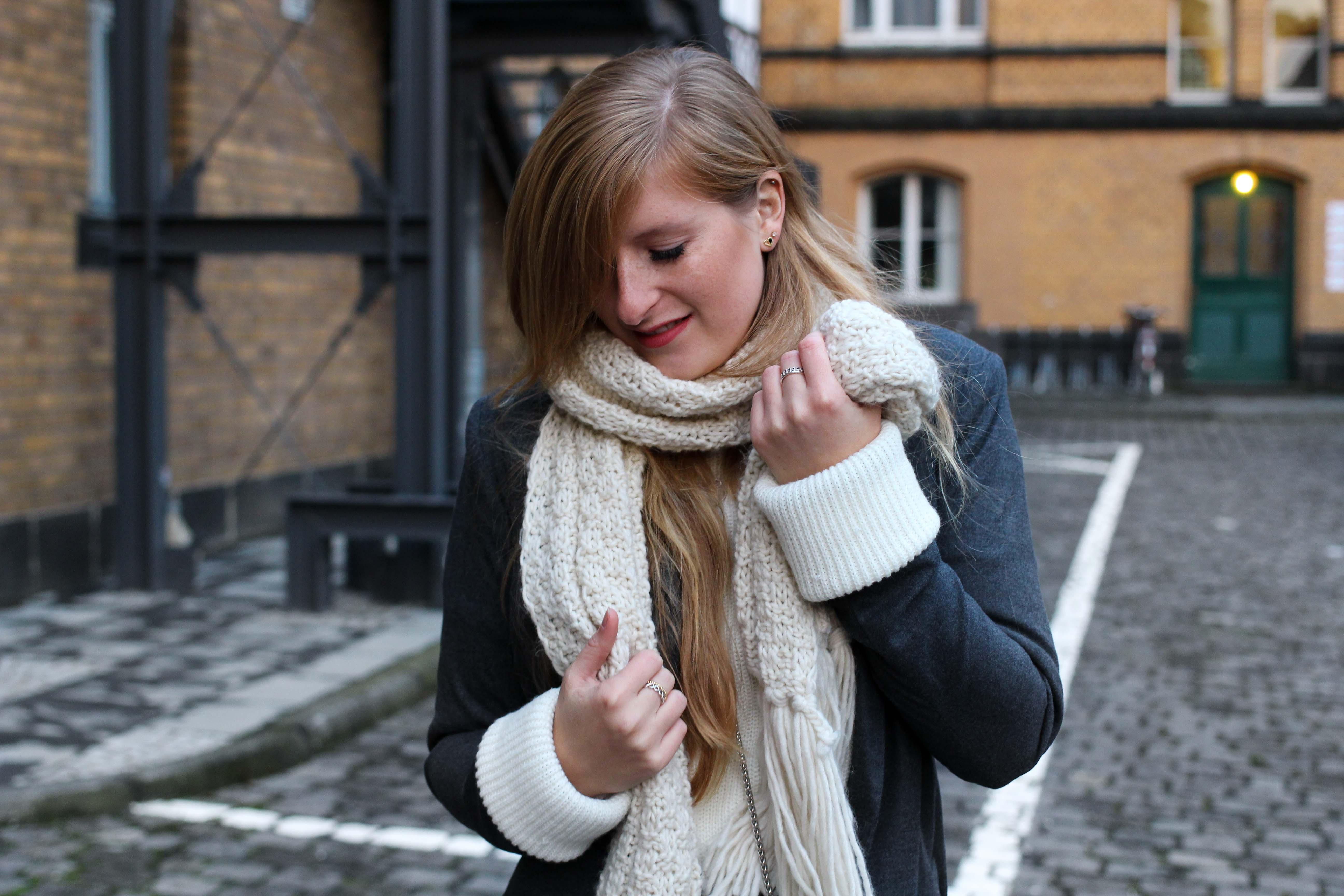 Winter-Layering weißes Kleid, Ripped Pullover Asos schwarze Strumpfhose Hunkemöller kombinieren Outfit Modeblog bonn 9