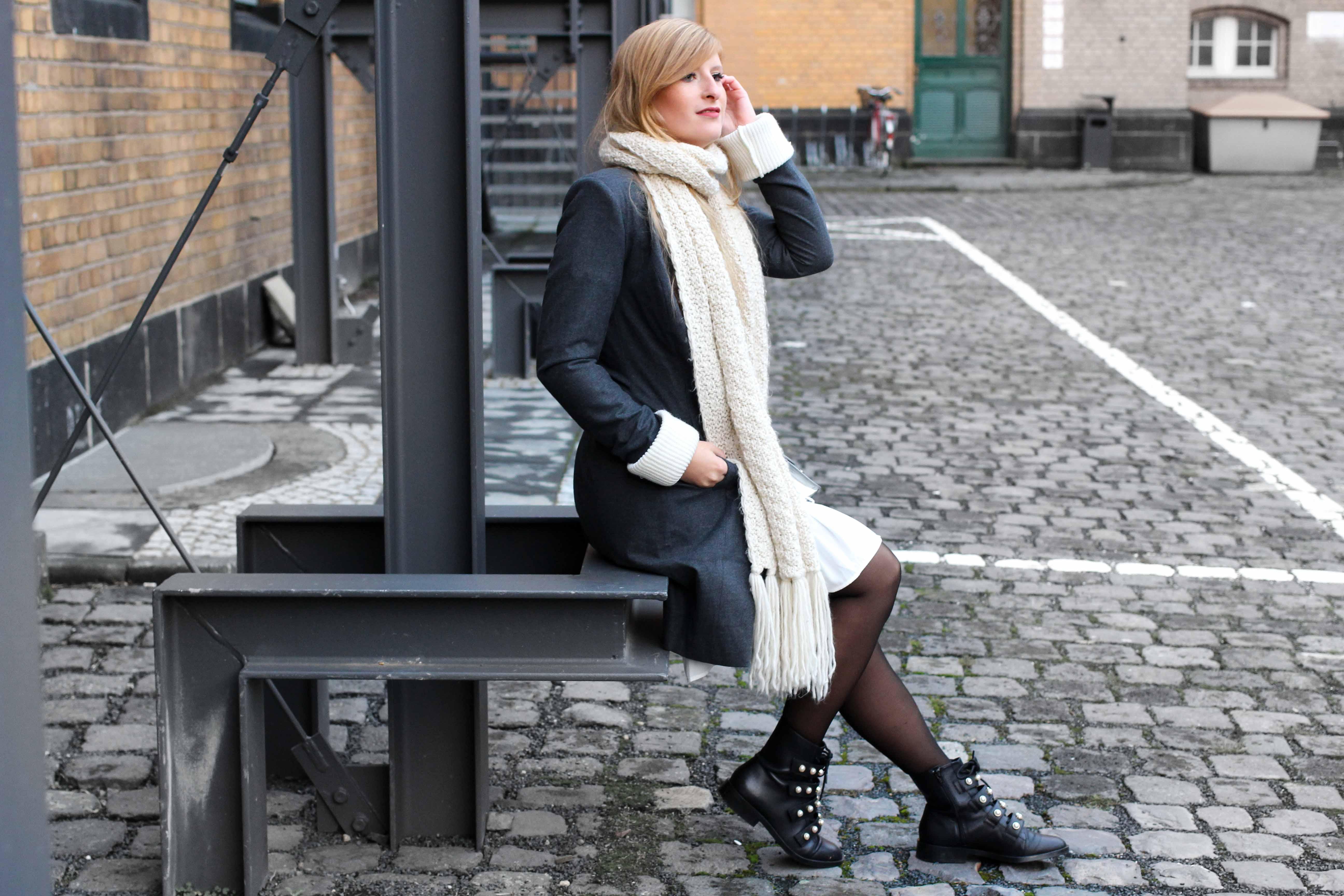 Winter-Layering weißes Kleid, Ripped Pullover Asos schwarze Strumpfhose Hunkemöller kombinieren Outfit Modeblog bonn 92