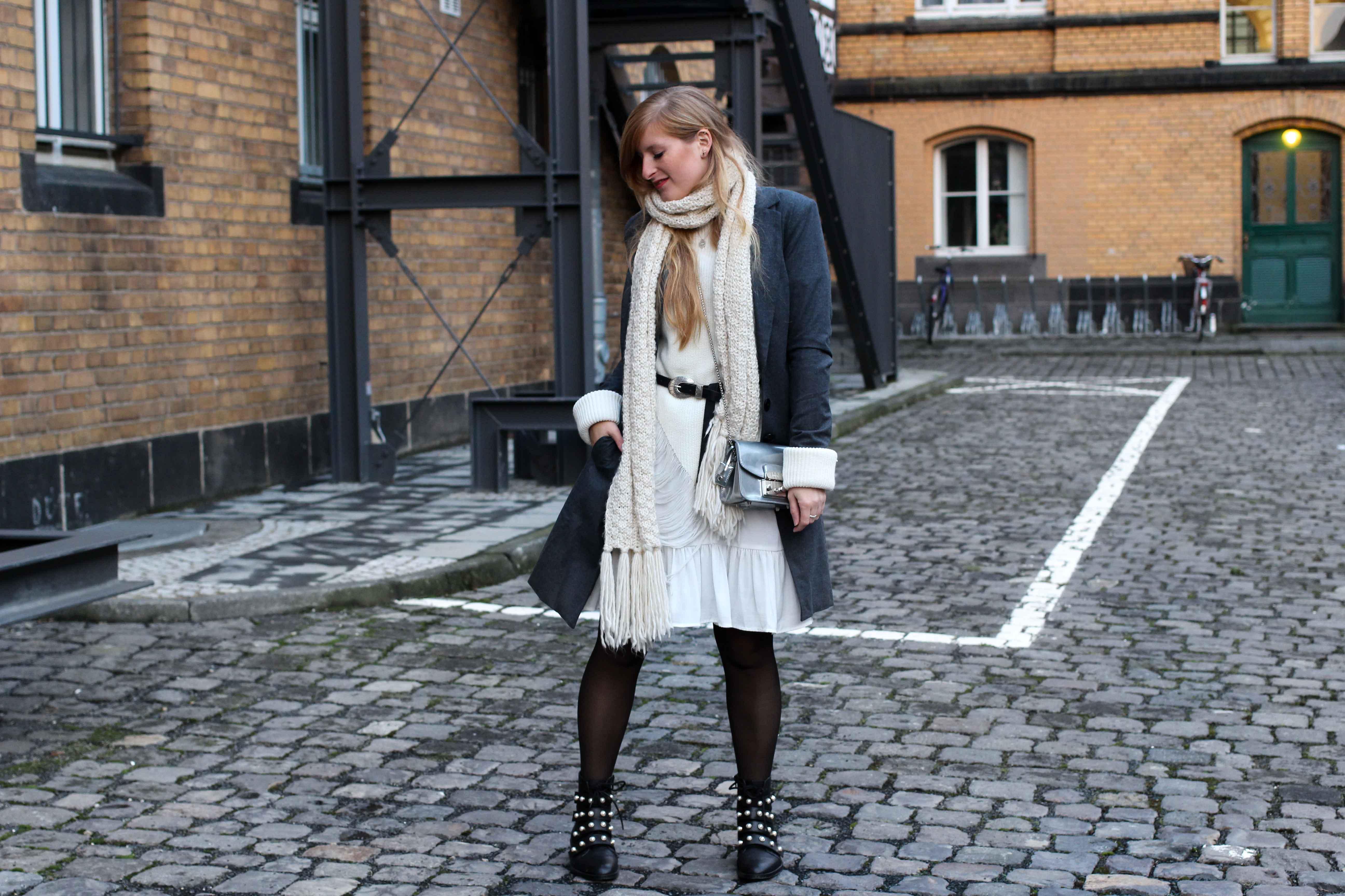 Winter-Layering weißes Kleid, Ripped Pullover Asos schwarze Strumpfhose Hunkemöller kombinieren Outfit Modeblog bonn 94
