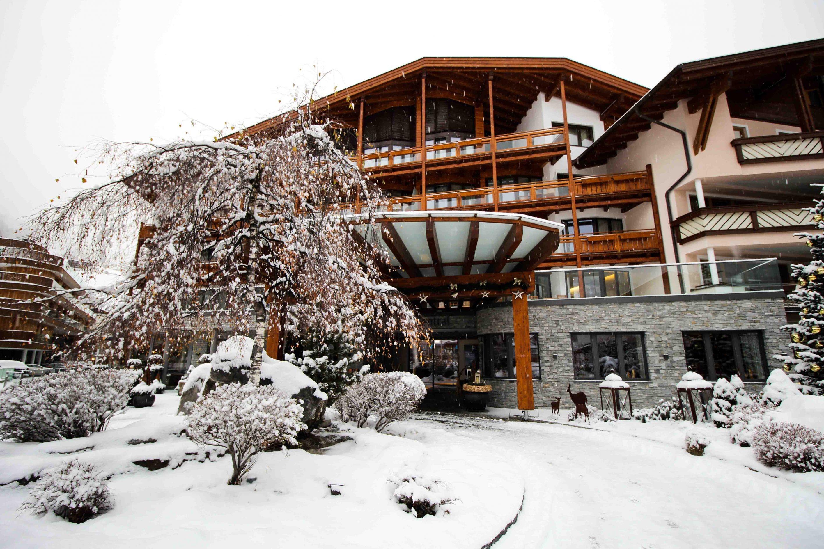Winterurlaub Das Central Sölden 5-Sterne Wellnesshotel Luxushotel Sölden Tirol Österreich Schneelandschaft Reiseblog