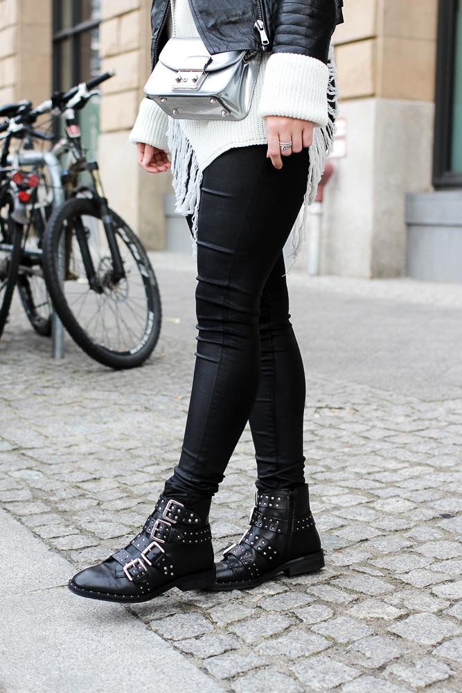Casual Streetstyle winter look Biker Boots nieten Lederhose Berlin Modeblog 7