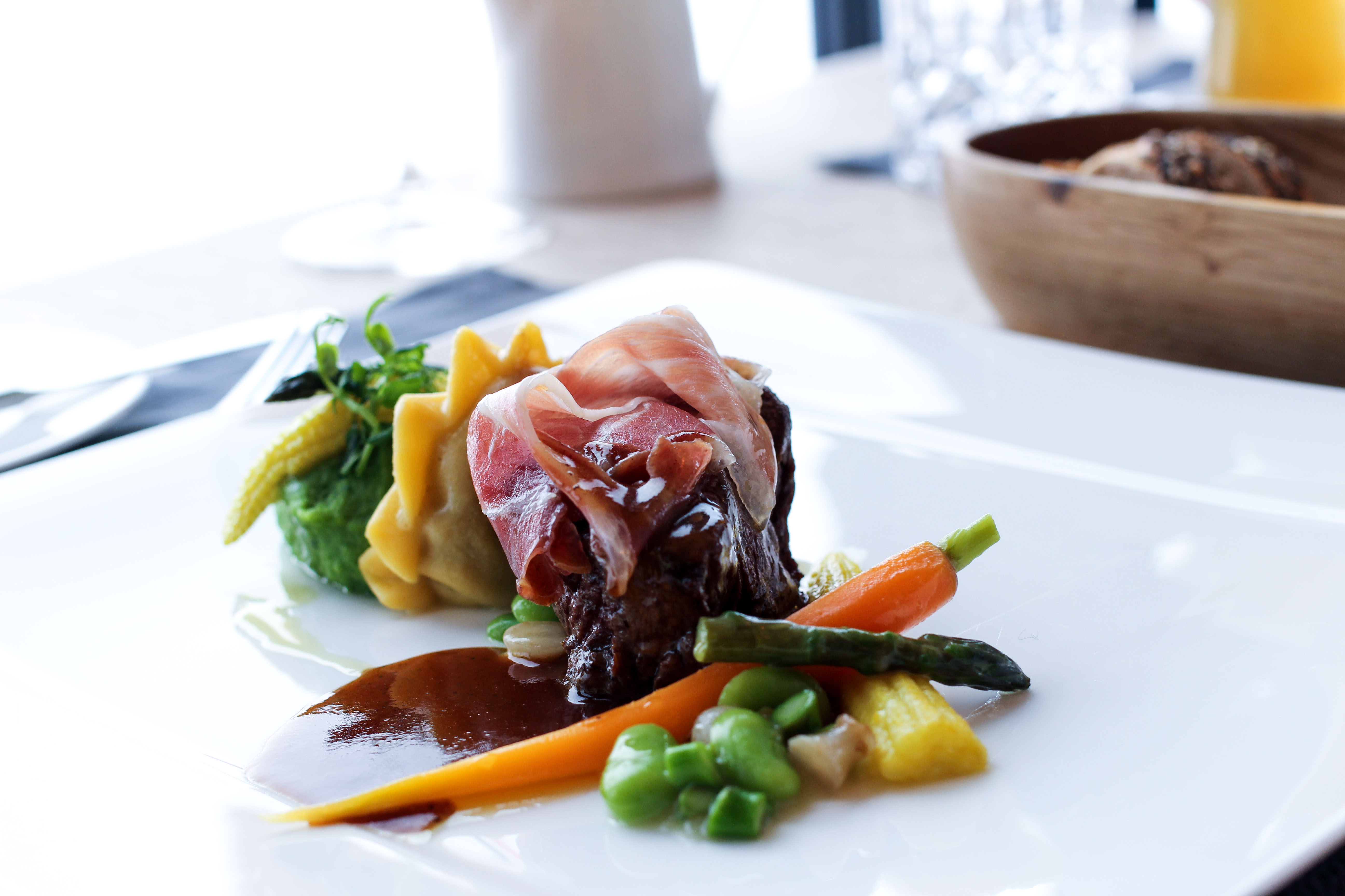 Gourmet-Restaurant 3 Gänge Menü Rinderfilet Pata Negra Kräuter Kartoffelpüree iceQ Sölden Tirol Österreich James Bond Location Spectre Gaislachkogl 2
