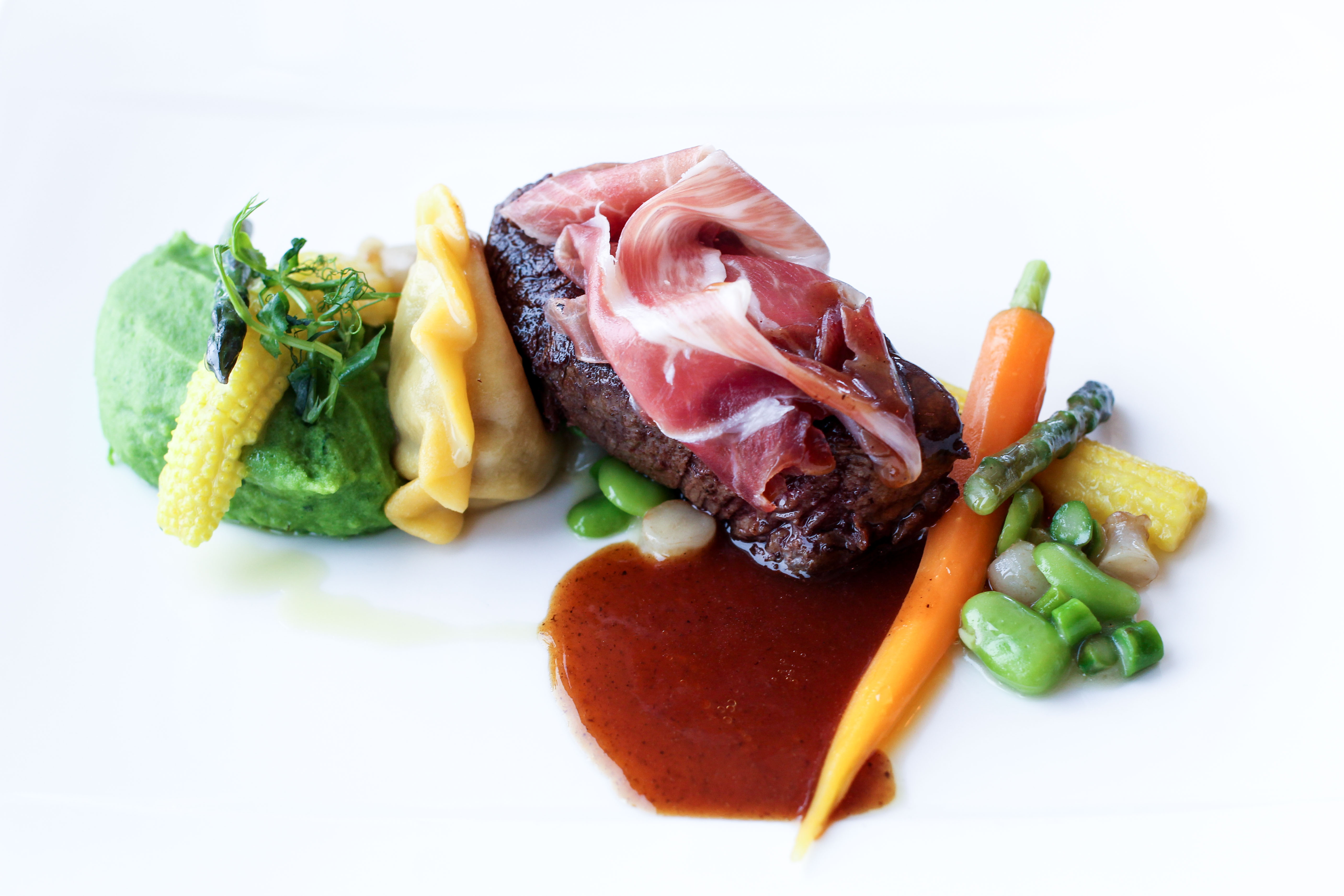 Gourmet-Restaurant 3 Gänge Menü Rinderfilet Pata Negra Kräuter Kartoffelpüree iceQ Sölden Tirol Österreich James Bond Location Spectre Gaislachkogl