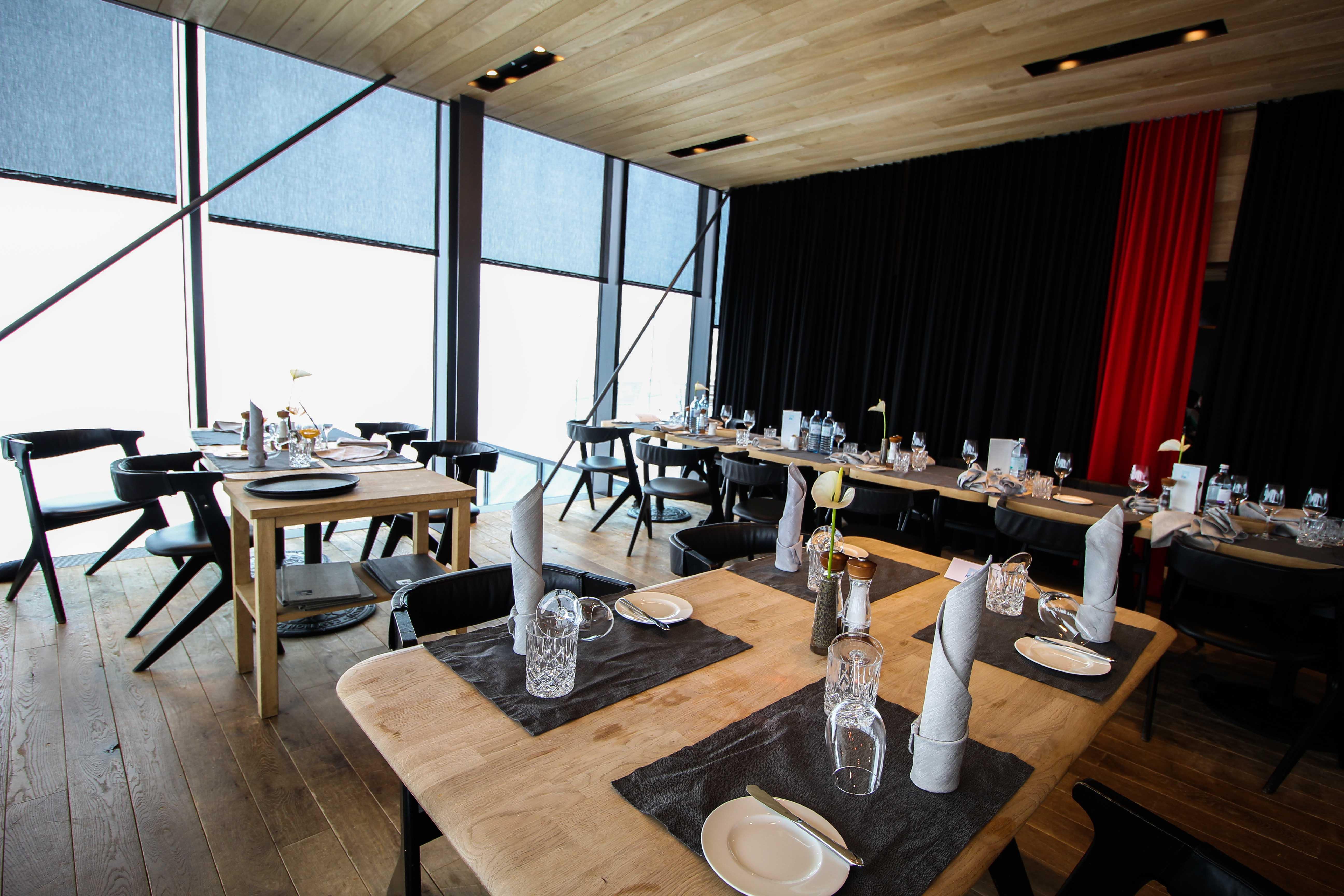 Gourmet-Restaurant Tisch iceQ Sölden Tirol Österreich James Bond Location Spectre 3000m Gaislachkogl Reiseblog