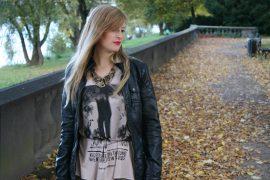 Printed Shirt Herbst Lederjacke kombinieren Modeblog Bonn Rheinaue