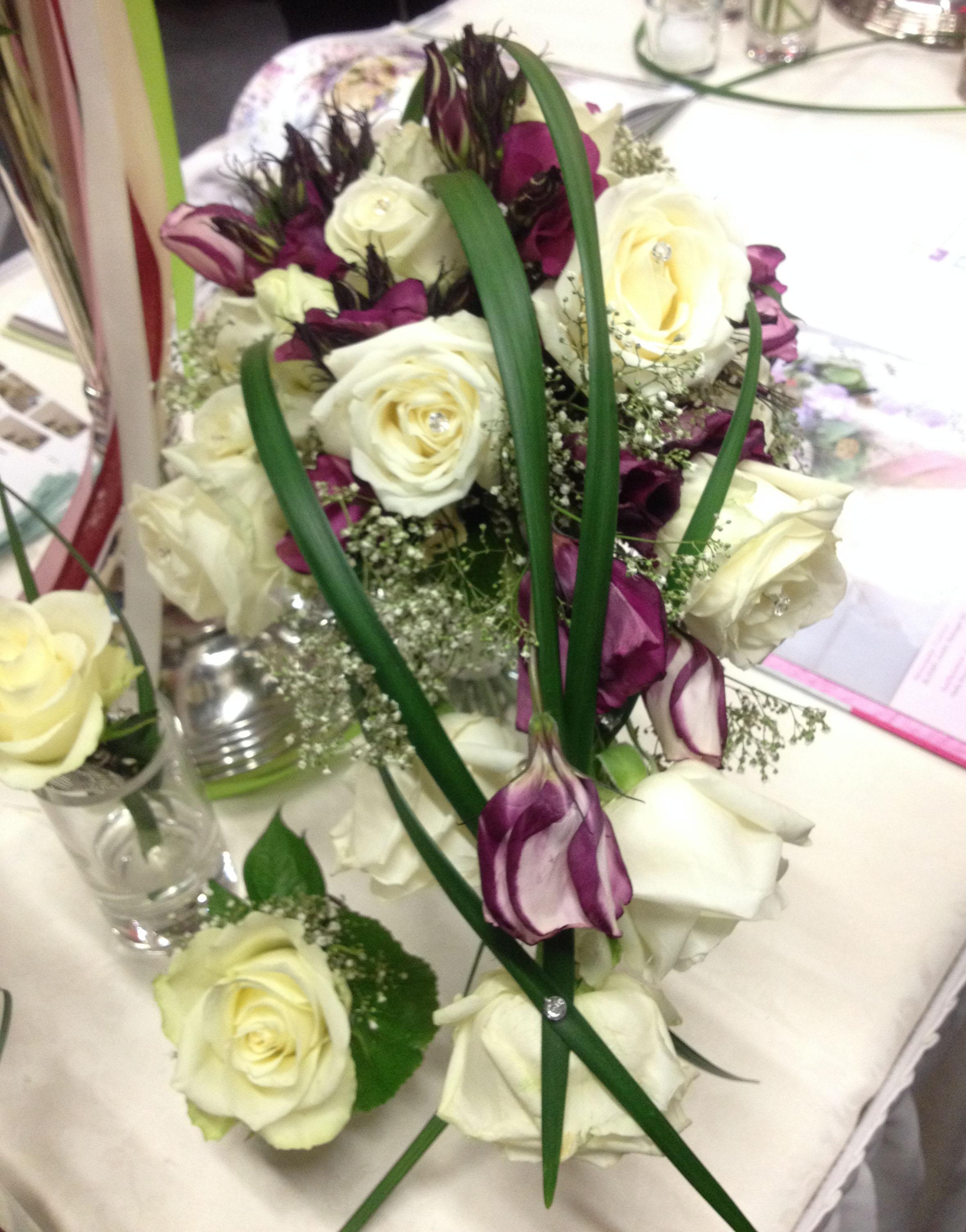 Hochzeitsmesse Impressionen Hochzeit heiraten Brautkleid Blumenstrauß Blumendeko