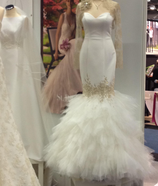 Wedding Dress Hochzeitsmesse Impressionen Hochzeit heiraten Brautkleid Blumenstrauß hochzeitskleid federn