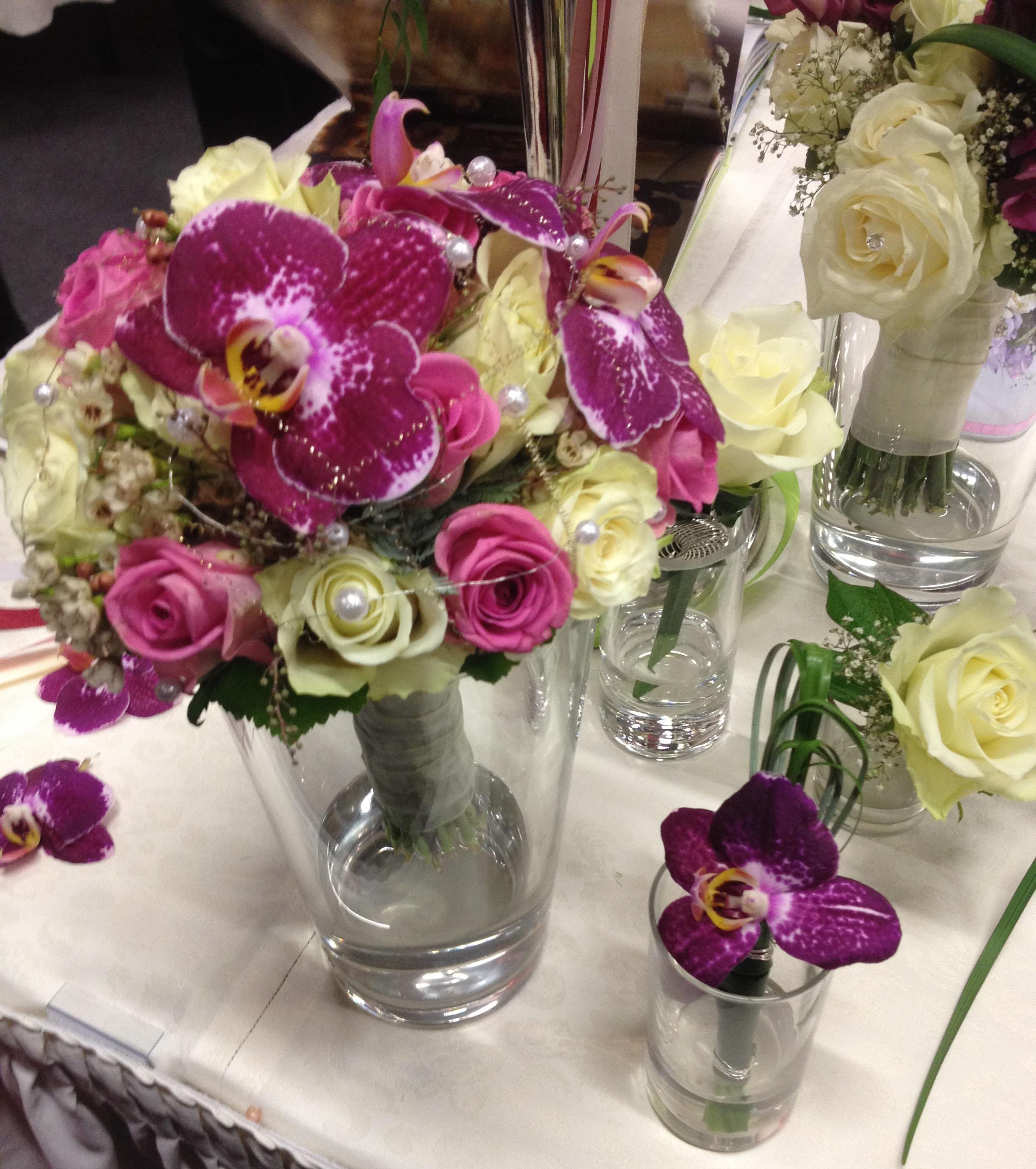 Hochzeitsmesse Impressionen Hochzeit heiraten Brautkleid Blumenstrauß lila