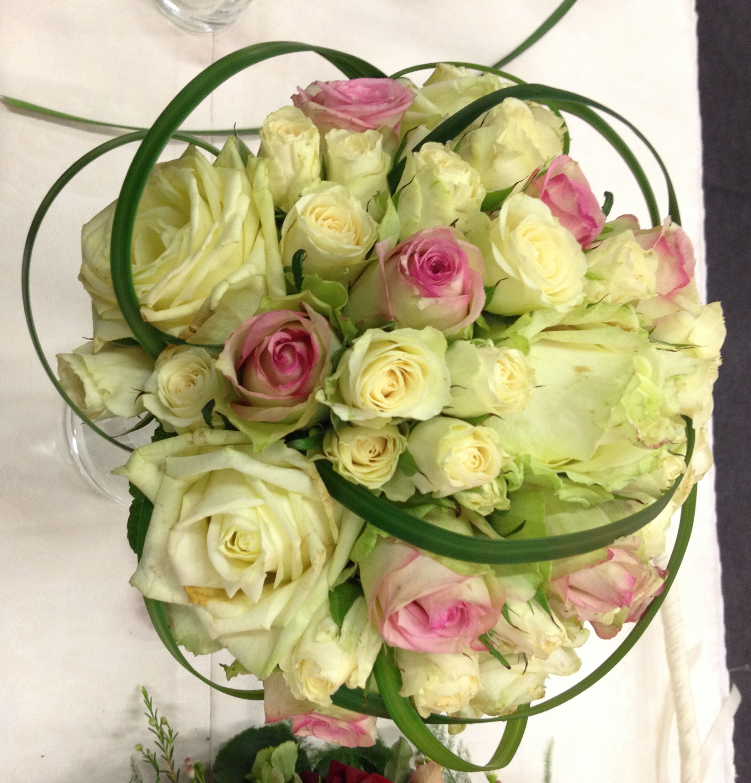 Hochzeitsmesse Impressionen Hochzeit heiraten Brautkleid Blumenstrauß weiße rosen