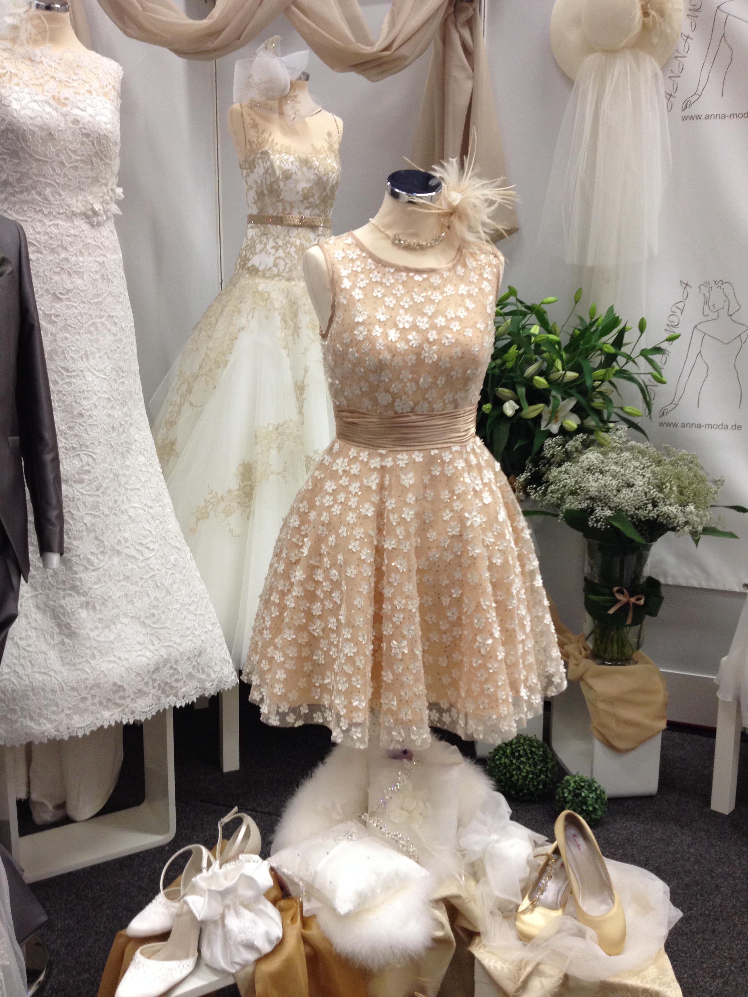 Wedding Dress Hochzeitsmesse Impressionen Hochzeit heiraten Brautkleid Blumenstrauß