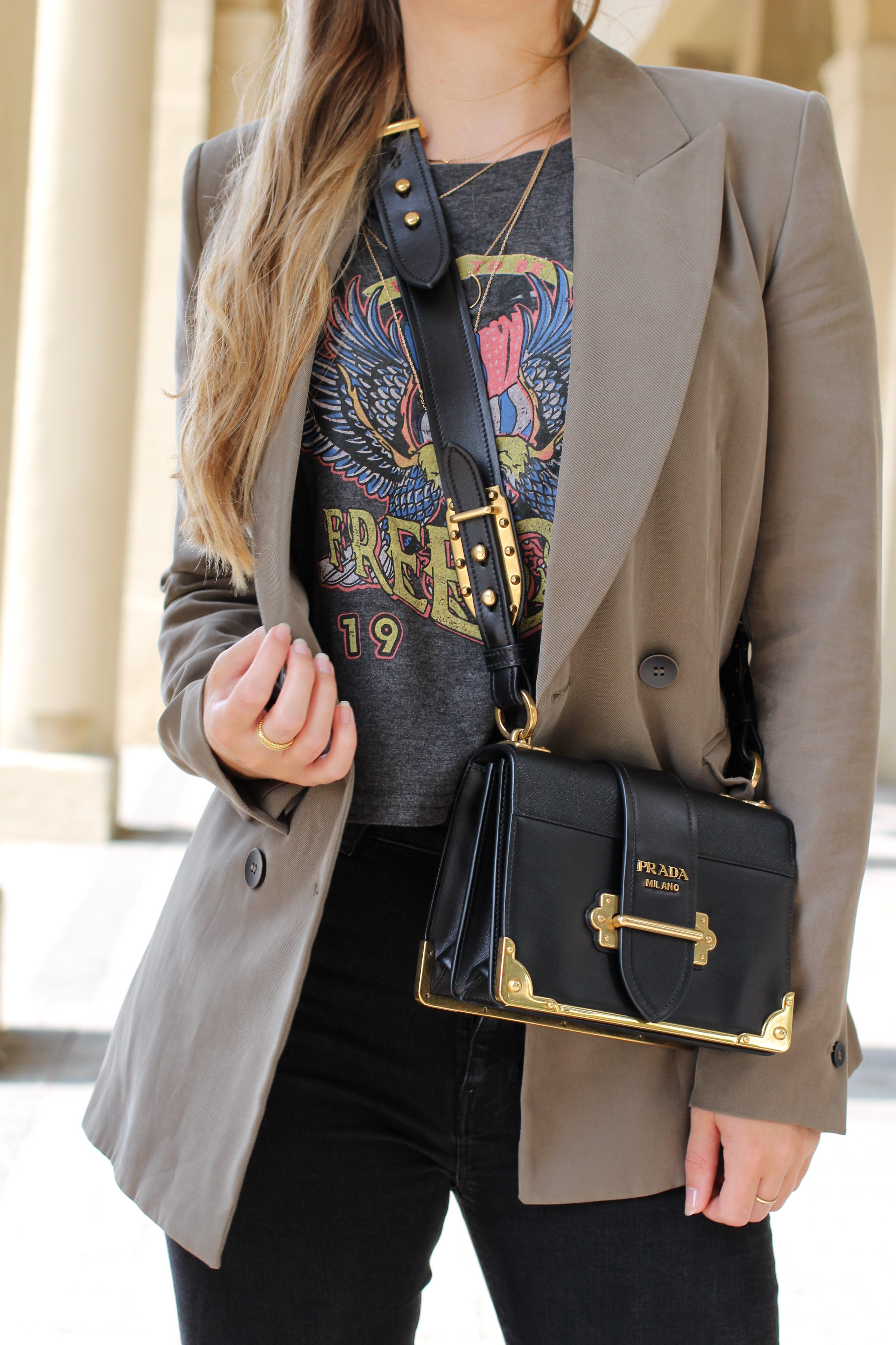 Highwaist Jeans Crop Top Print kombinieren Lieblings-Blazer Zara Blazer Navy Grün Prada Cahier Bag Frühlingslook Outfit Modeblog Karlsruhe 5