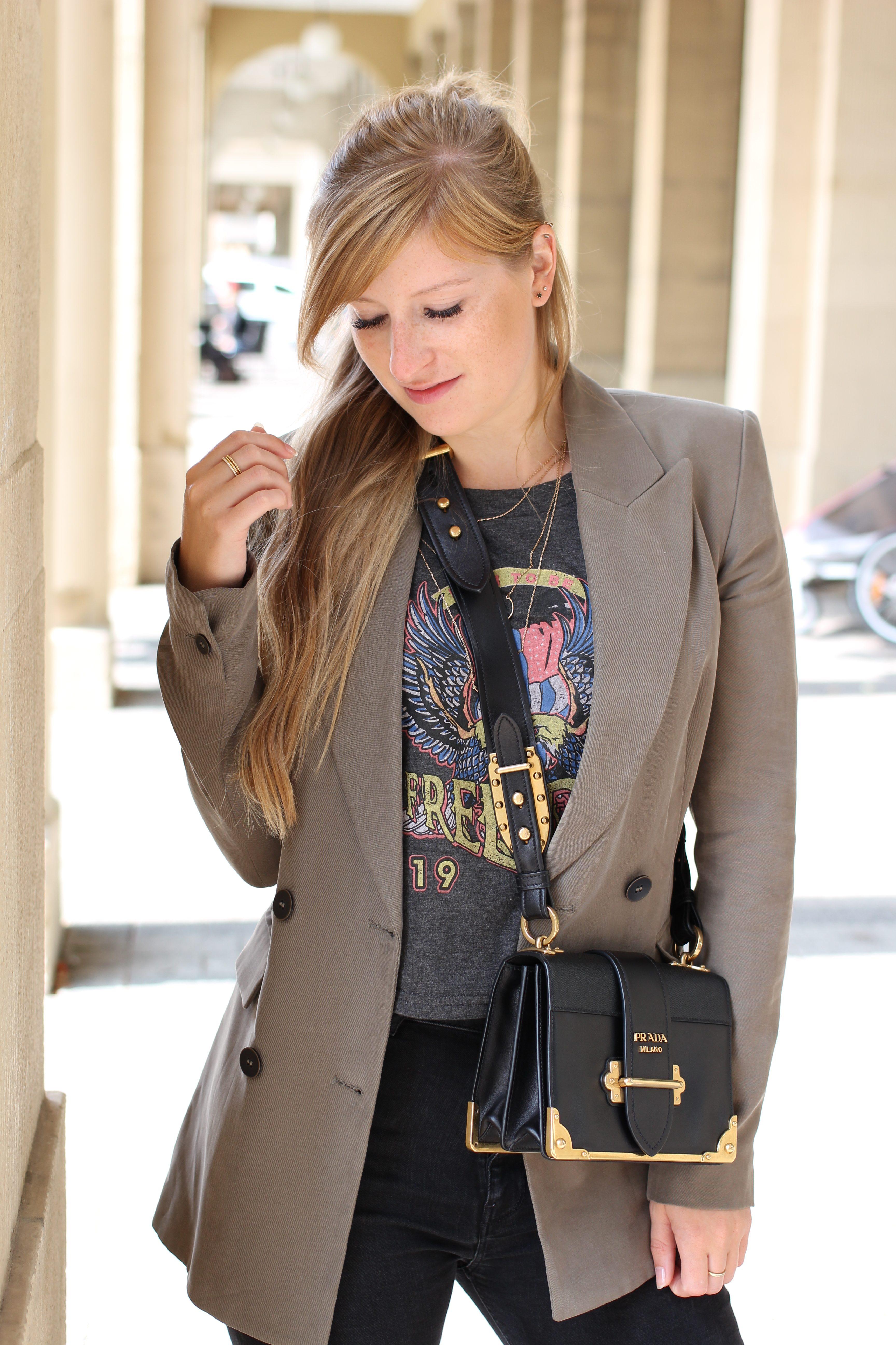 Highwaist Jeans Crop Top Print kombinieren Lieblings-Blazer Zara Blazer Navy Grün Prada Cahier Bag Frühlingslook Outfit Modeblog Karlsruhe 7