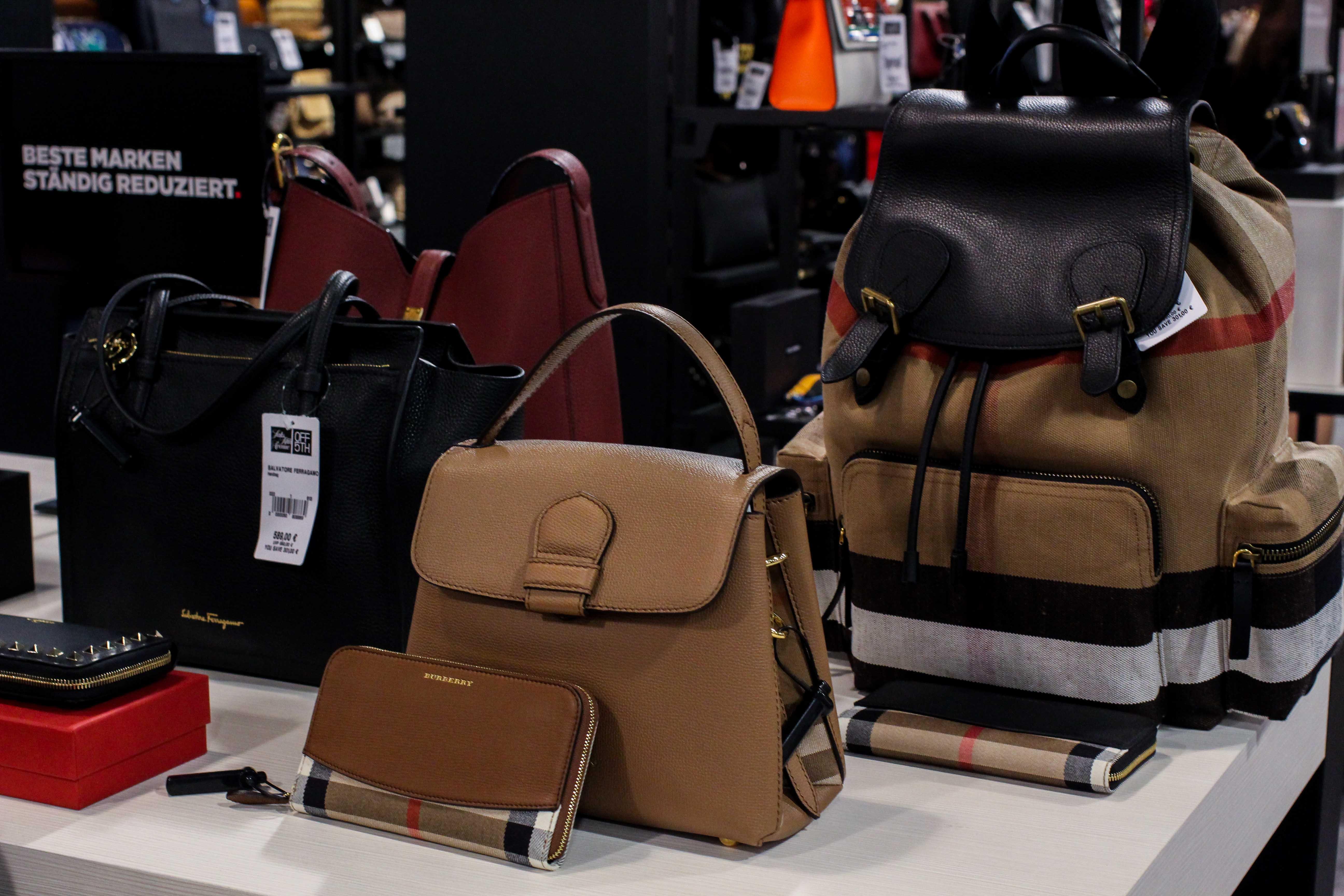 Burberry Taschen Rucksack Store Opening Saks OFF 5th Avenue Bonn Premium-Marken Outletpreis Designer Outlet Bonn Modeblog