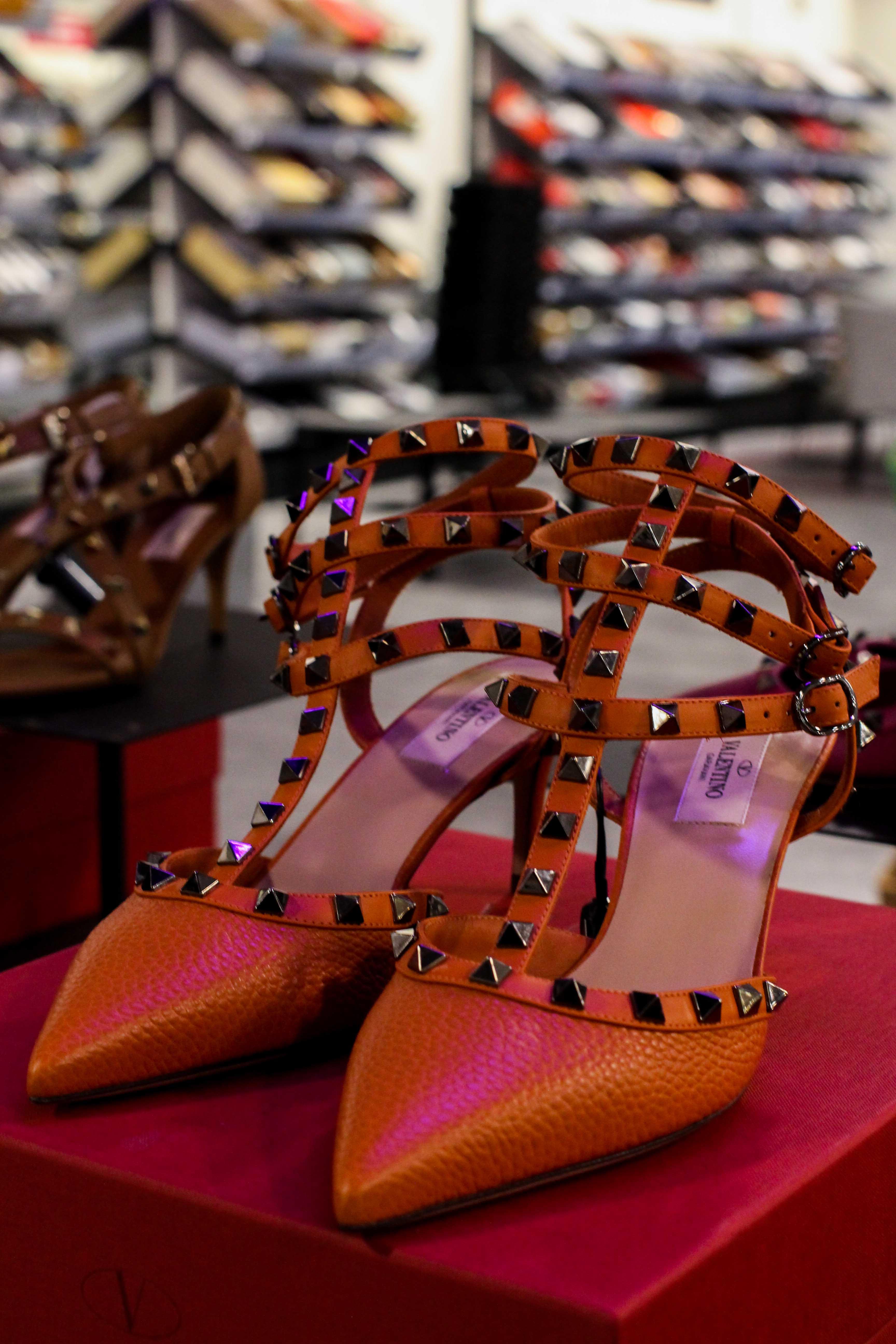 Louis vuitton Heels nieten Store Opening Saks OFF 5th Avenue Bonn Premium-Marken Outletpreis Designer Outlet Bonn Modeblog