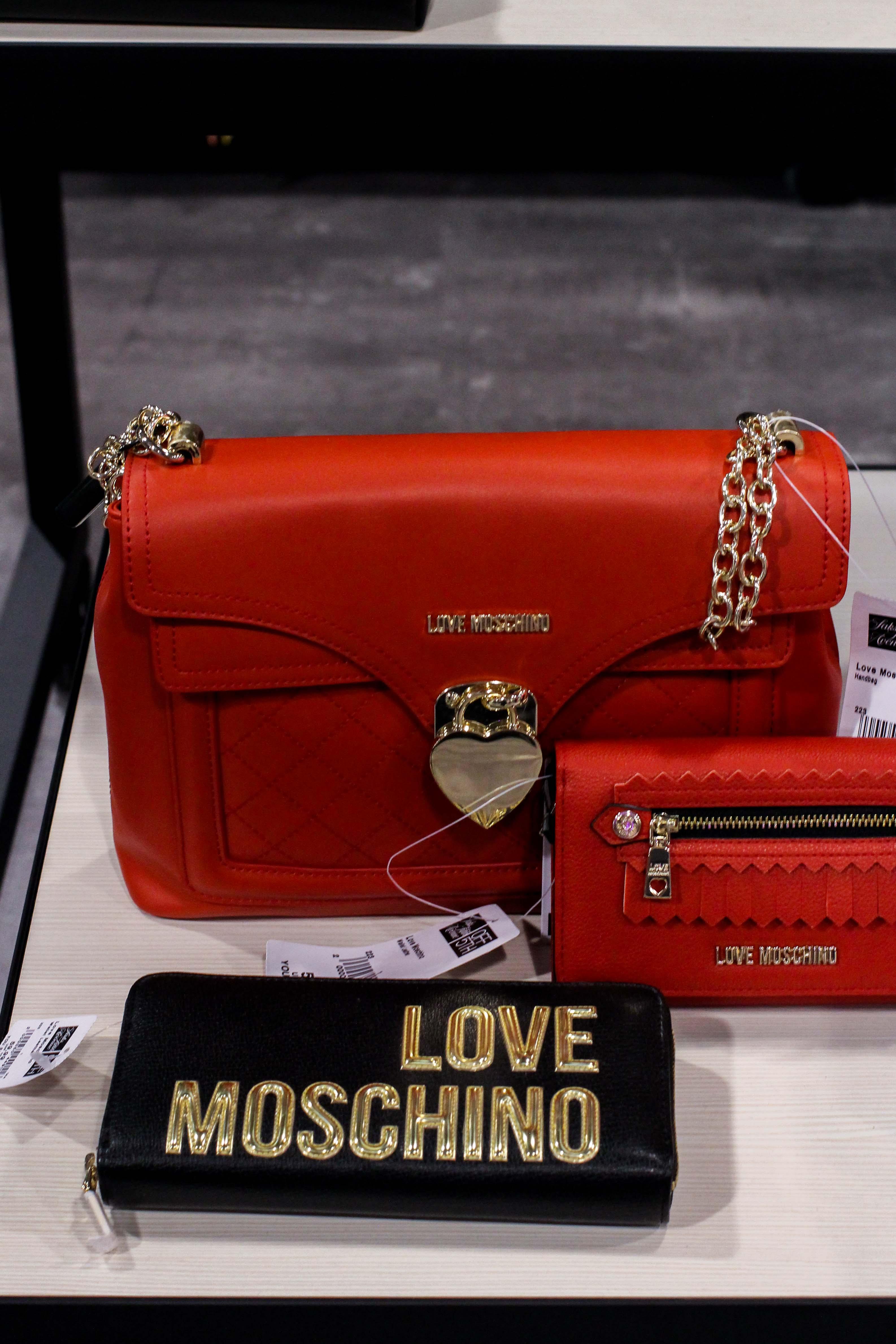 Moschino Taschen rot Store Opening Saks OFF 5th Avenue Bonn Premium-Marken Outletpreis Designer Outlet Bonn Modeblog