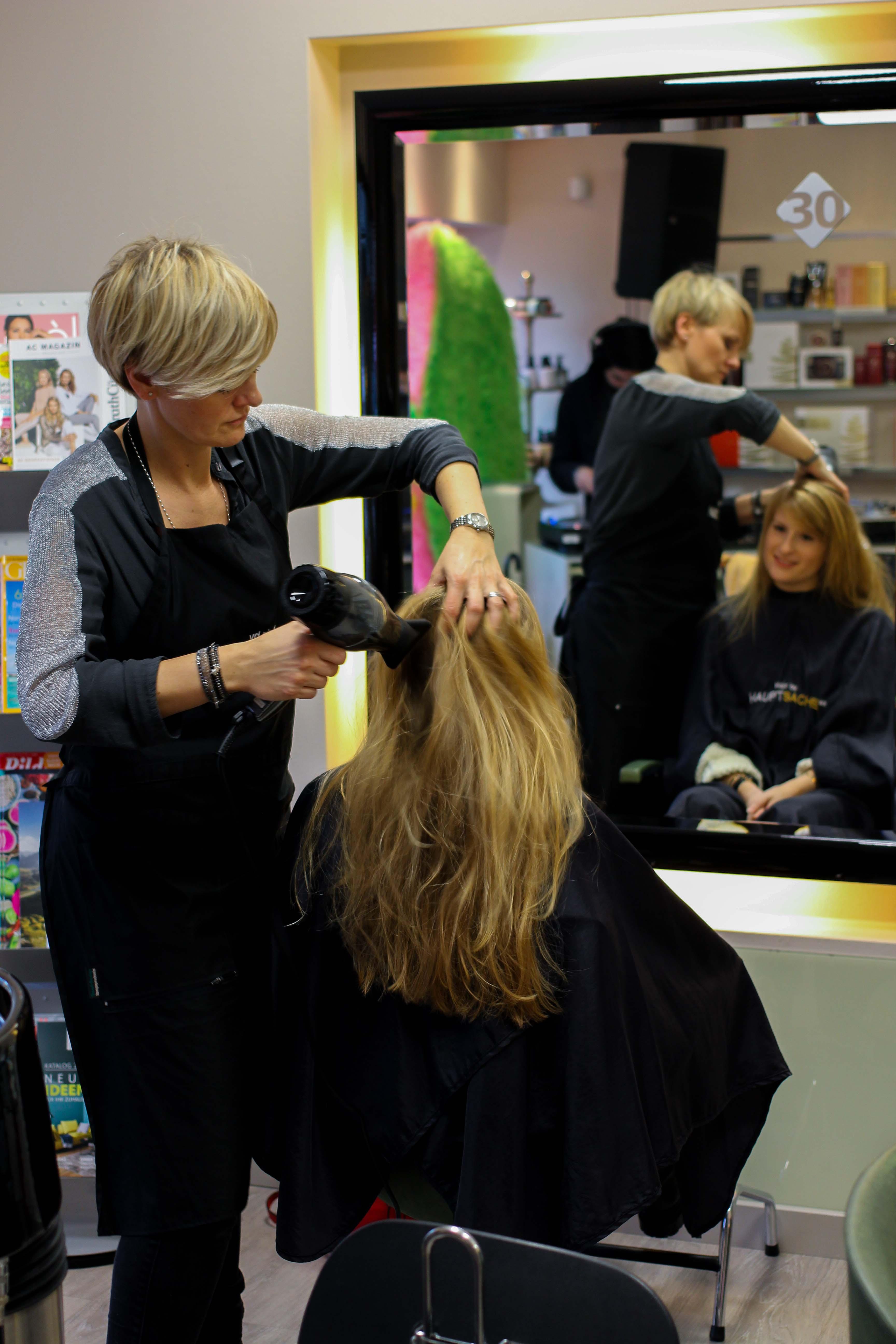 Pretty Beatz-Event Köln Modeblog Latebird Brow Waxing Augenbrauen färben Hair Styling Haare föhnen Hauptsache W3