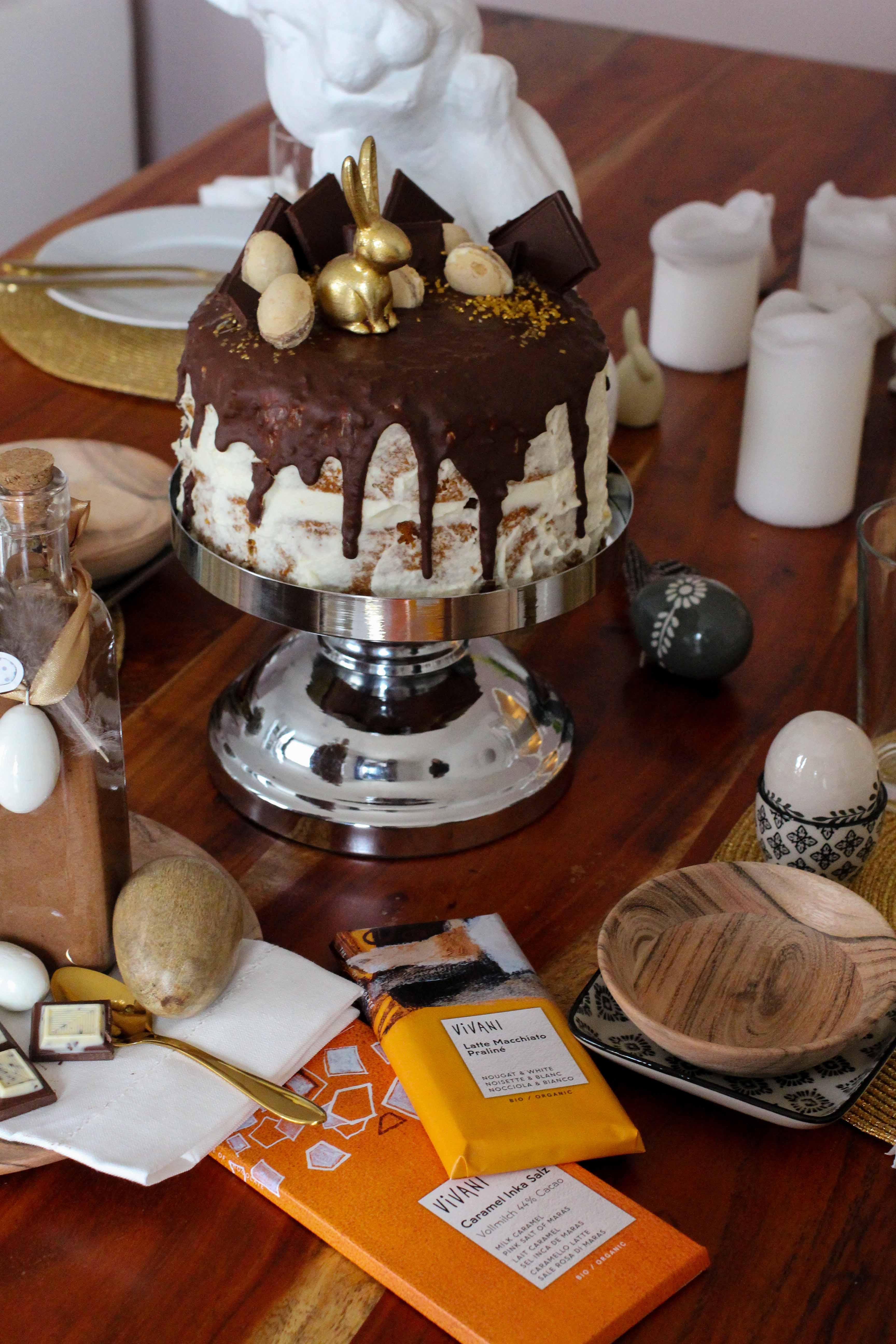 Rezept einfach selber machen Ostern Vivani Möhrenkuchen mit Schokoladenüberzug Vivani Schokoladen Salzkristalle Karamel Ostern Torte