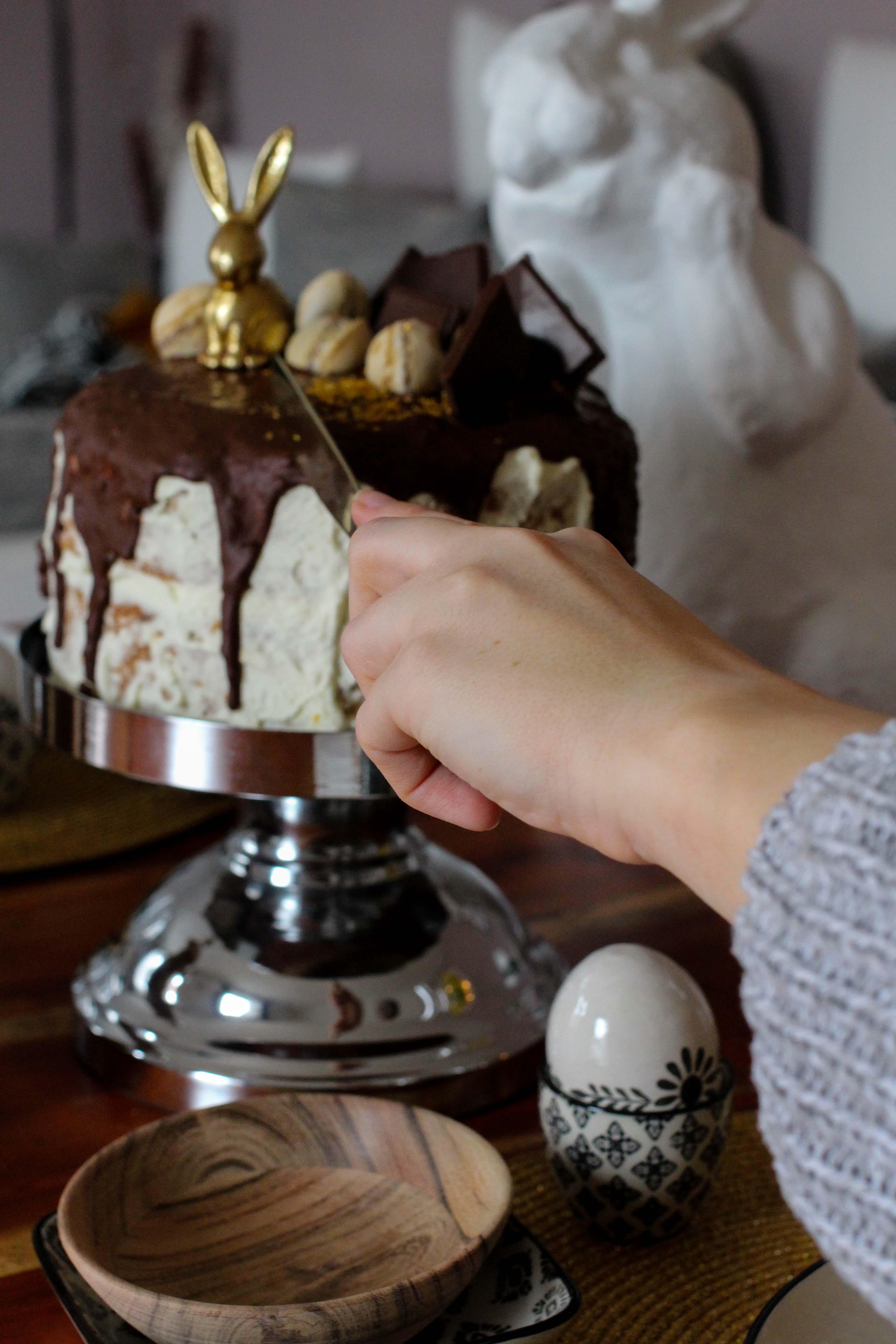 Rezept einfach selber machen Ostern Vivani Möhrenkuchen mit Schokoladenüberzug Vivani Schokoladen Salzkristalle Karamel Ostern