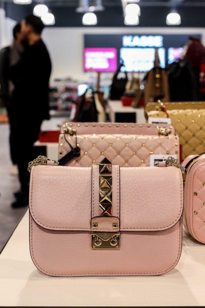 Valentino Tasche Rosa günstig Store Opening Saks OFF 5th Avenue Bonn Premium-Marken Outletpreis Designer Outlet Bonn Modeblog