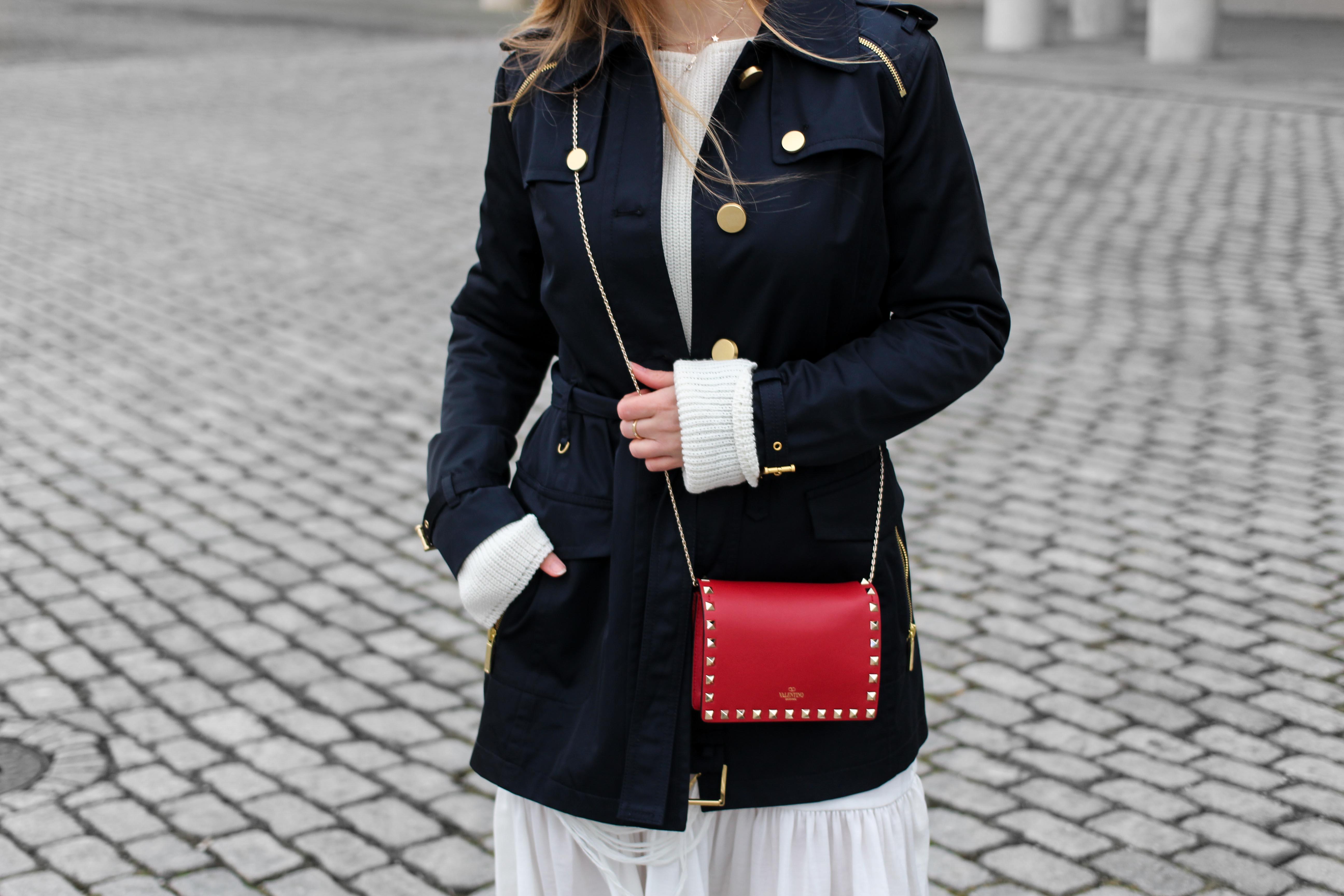 Blogger Outfit Saks OFF 5th Avenue Bonn Michael Kors Trenchcoat Valentino Tasche rot nieten 3