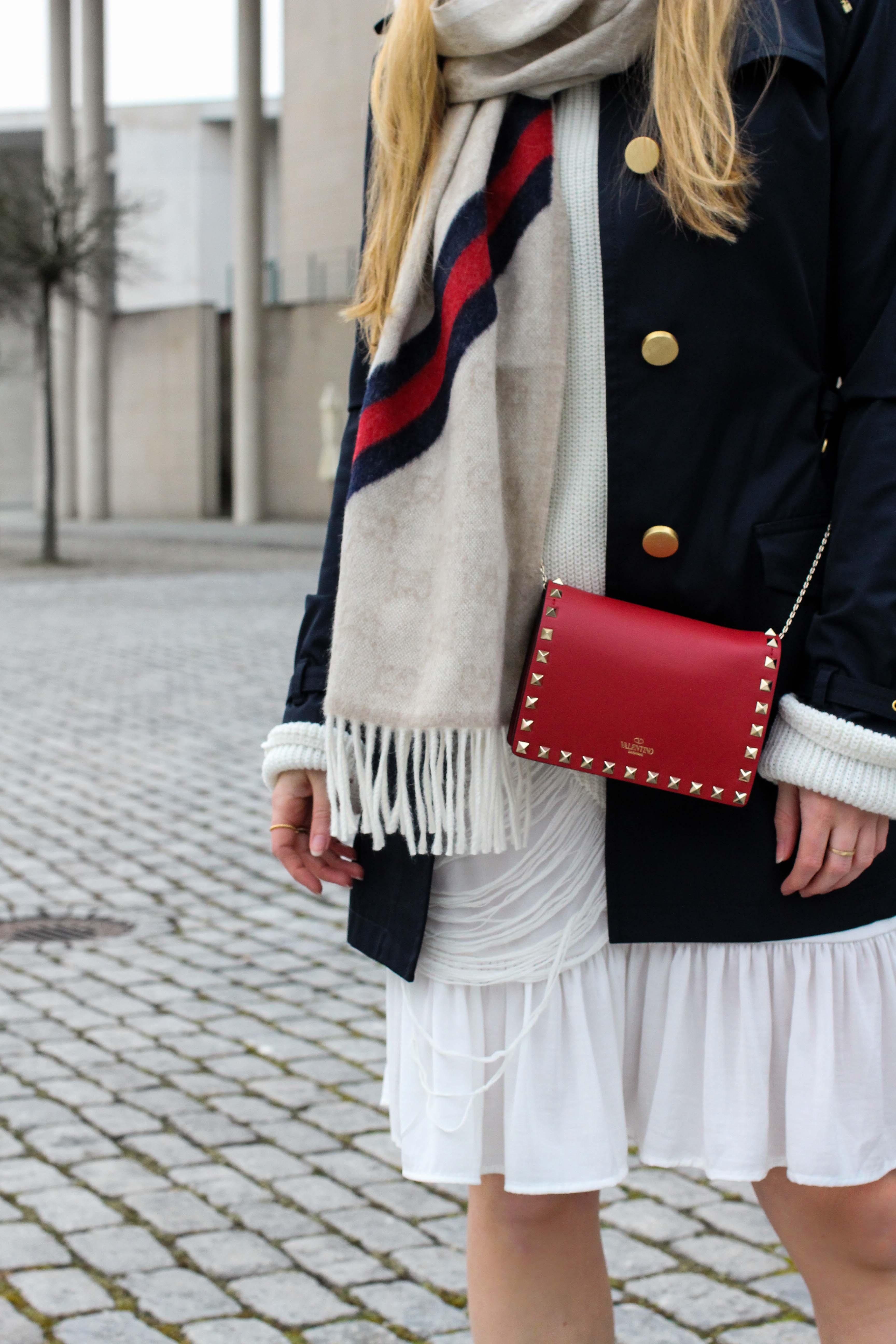Blogger Outfit Saks OFF 5th Avenue Bonn Michael Kors Trenchcoat Valentino Tasche rot nieten 6
