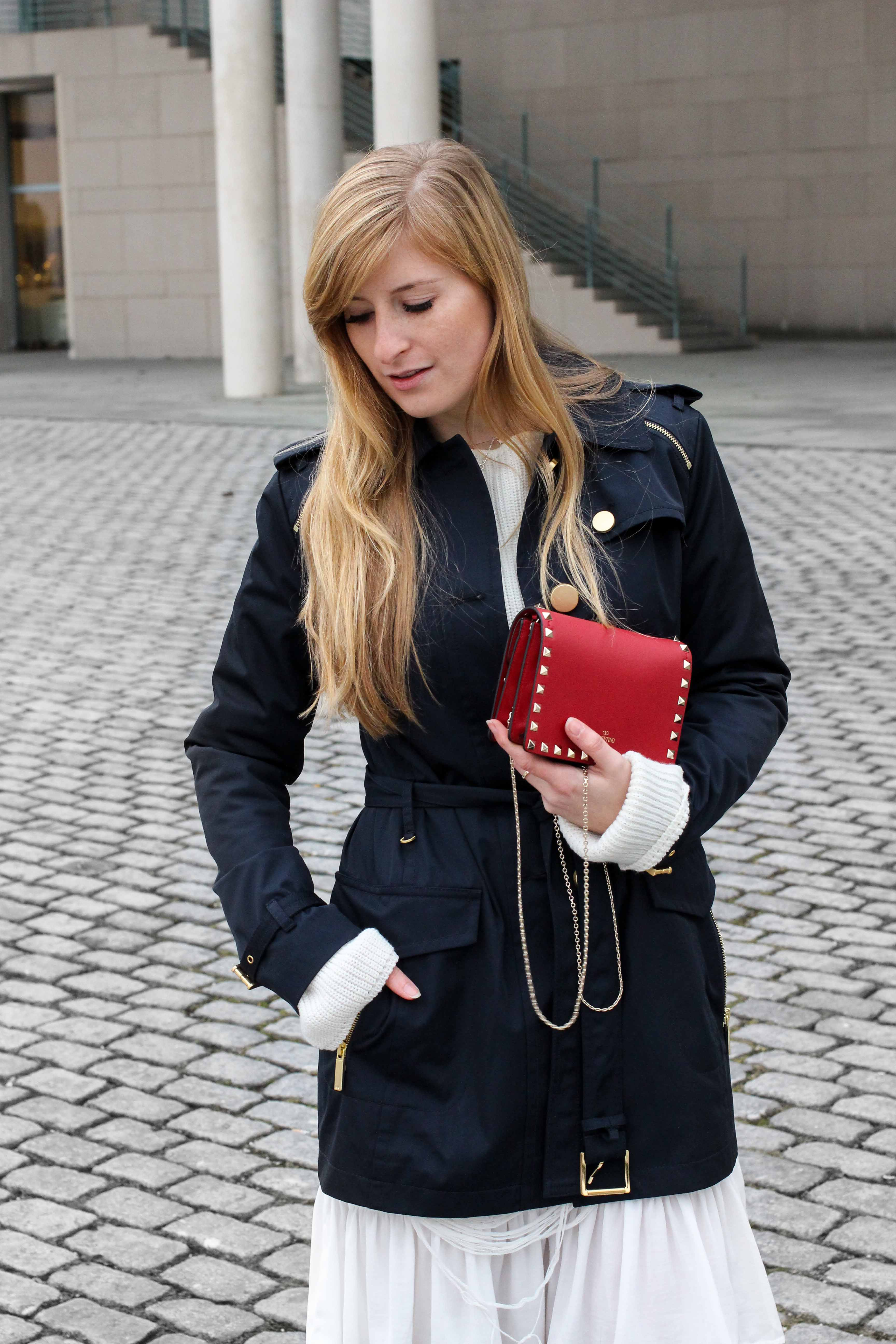 Blogger Outfit Saks OFF 5th Avenue Bonn Michael Kors Trenchcoat Valentino Tasche rot nieten 7