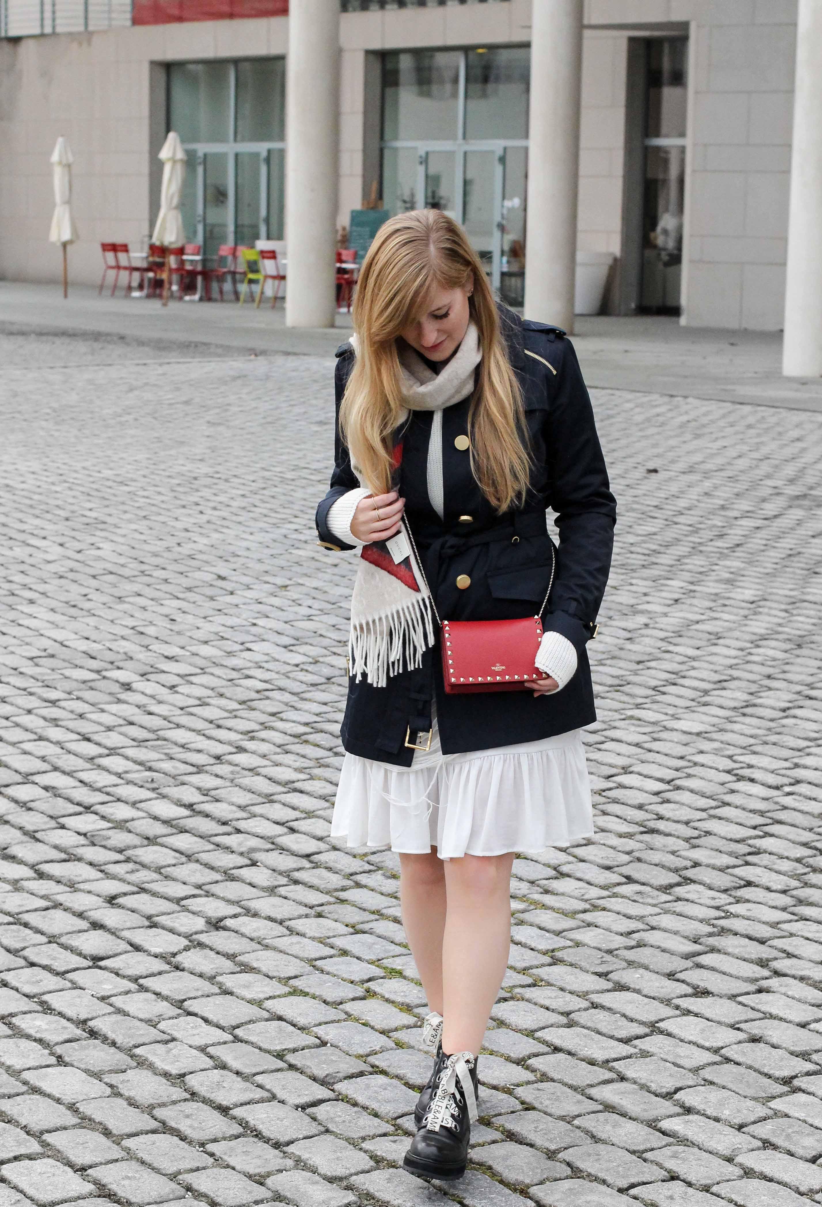 Blogger Outfit Saks OFF 5th Avenue Bonn Michael Kors Trenchcoat Valentino Tasche rot nieten 8
