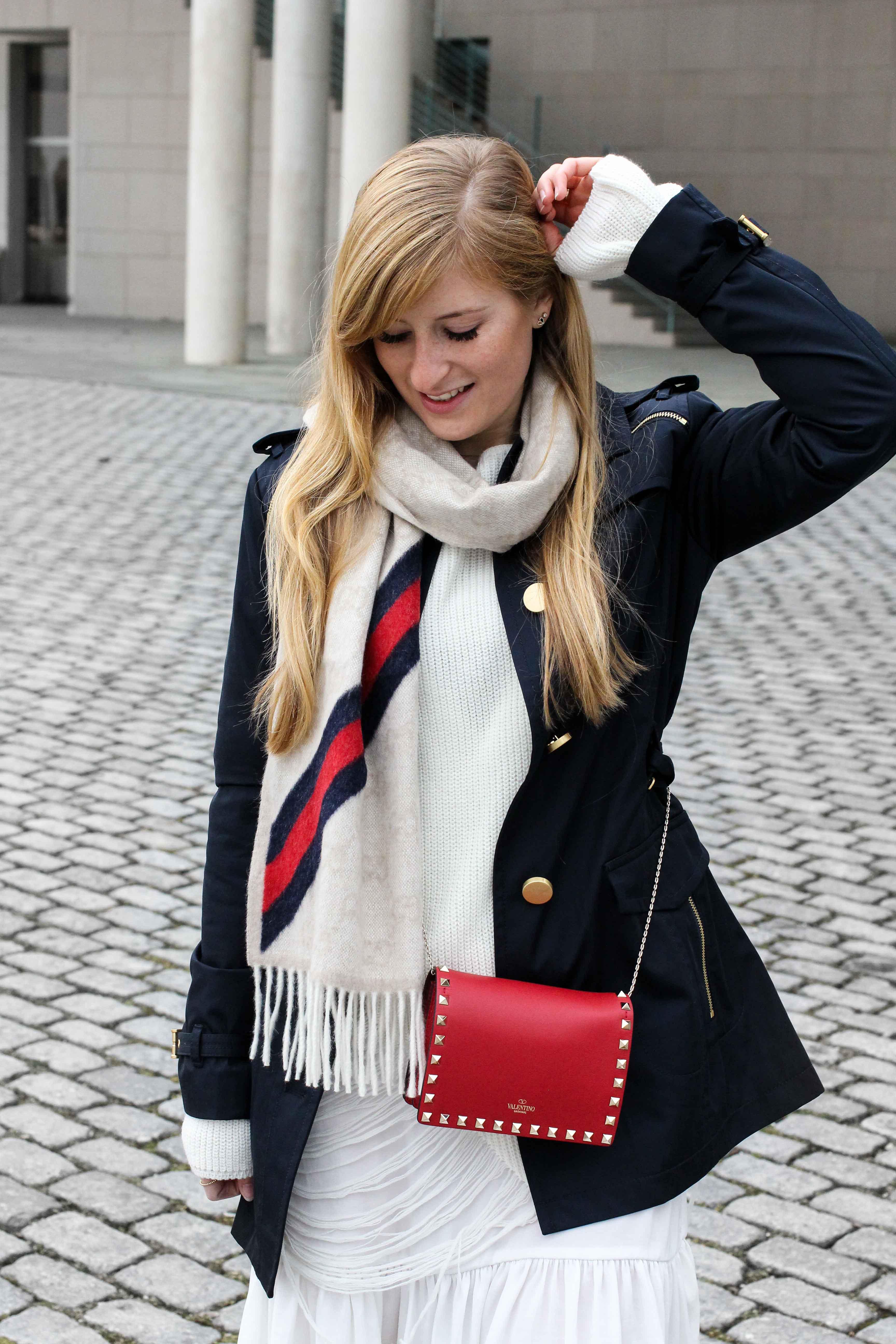 Blogger Outfit Saks OFF 5th Avenue Bonn Michael Kors Trenchcoat Valentino Tasche rot nieten Modeblog Bonn
